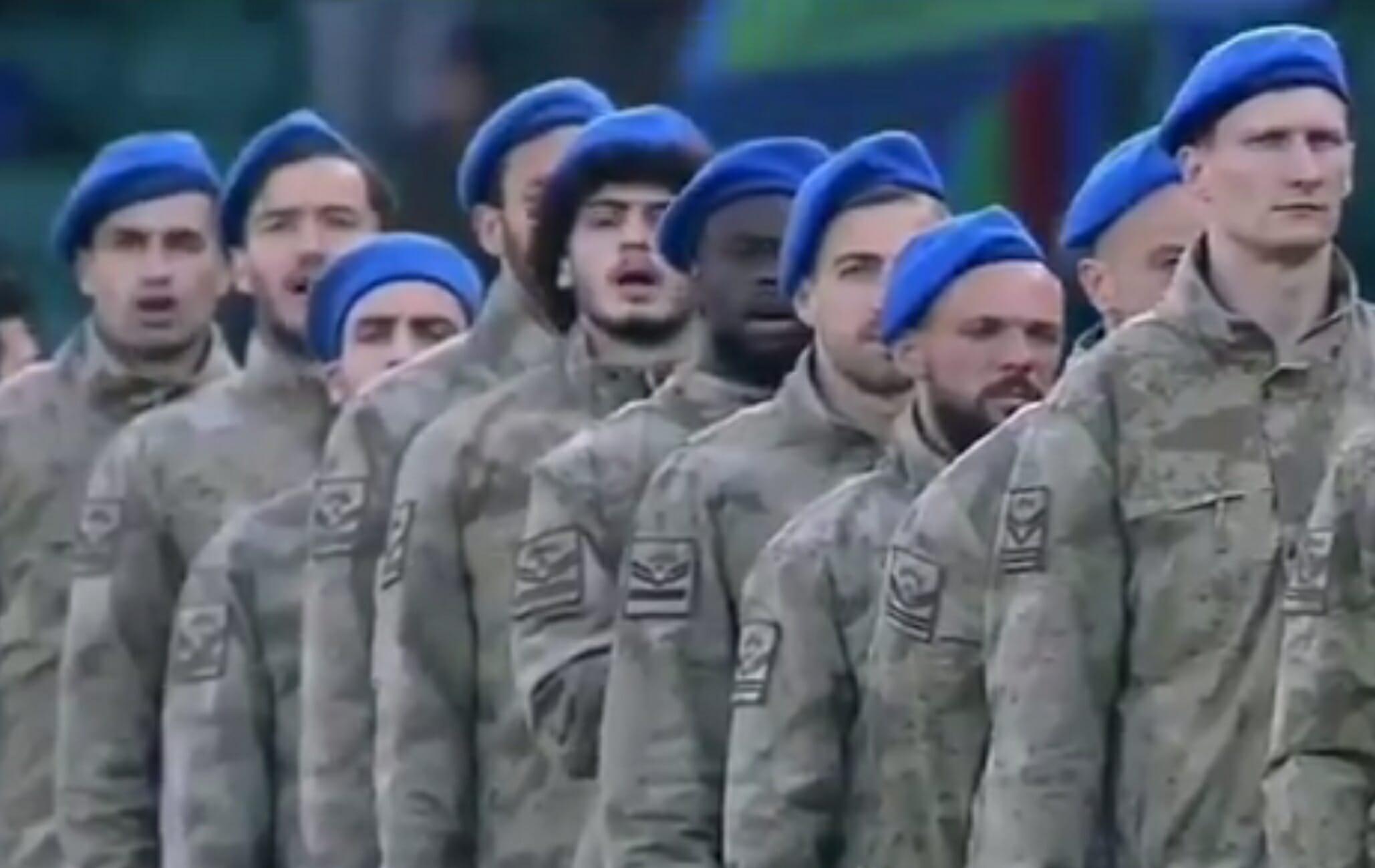 Απίστευτες εικόνες στην Τουρκία! Με στολές παραλλαγής οι παίκτες της Ρίζεσπορ κόντρα στην Αλάνιασπορ των Ελλήνων (vids, pics)