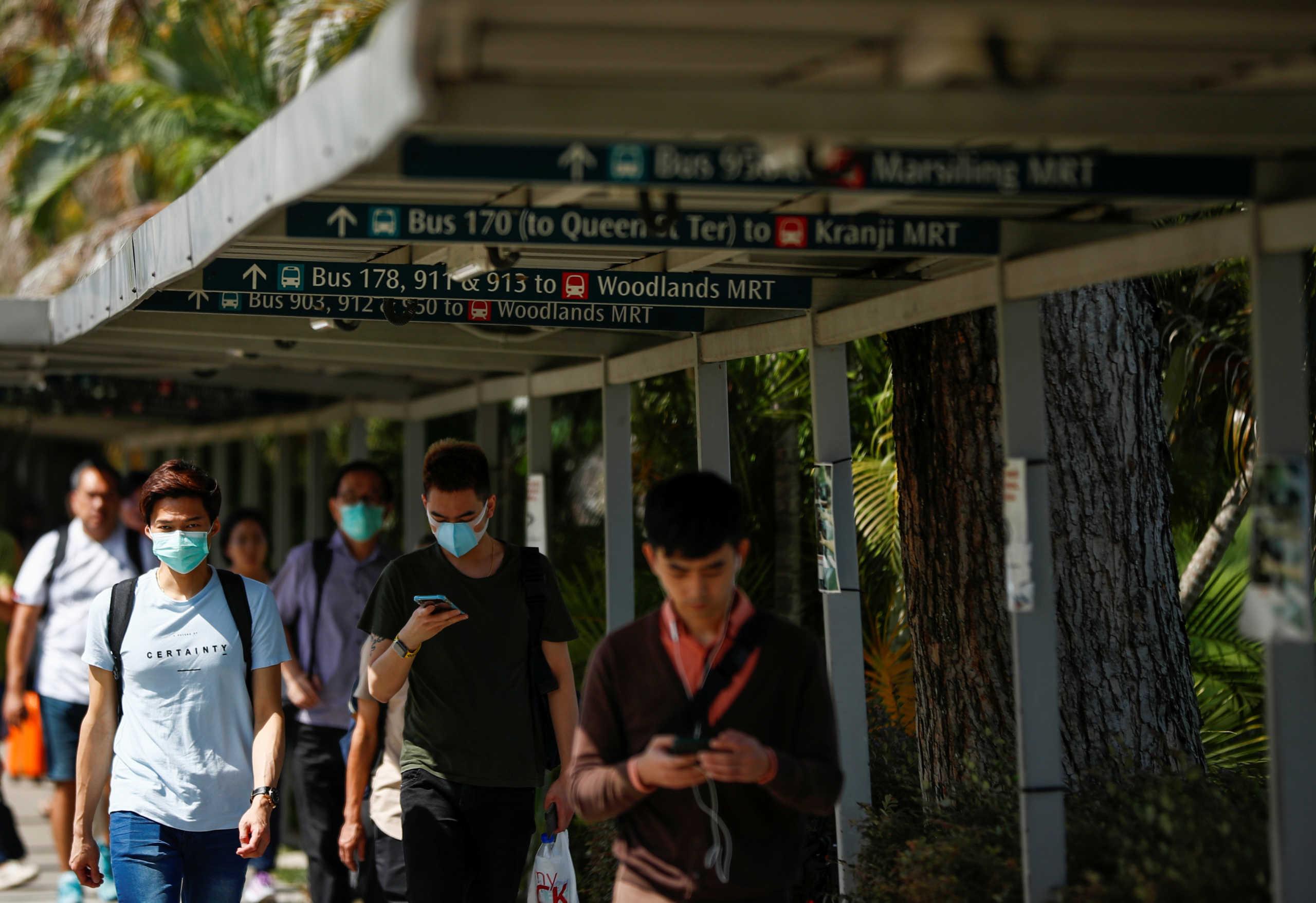Τους βρίσκουν με τα κινητά! Στη Σιγκαπούρη υπάρχει εφαρμογή για εντοπισμό τυχόν κρουσμάτων κορονοϊού