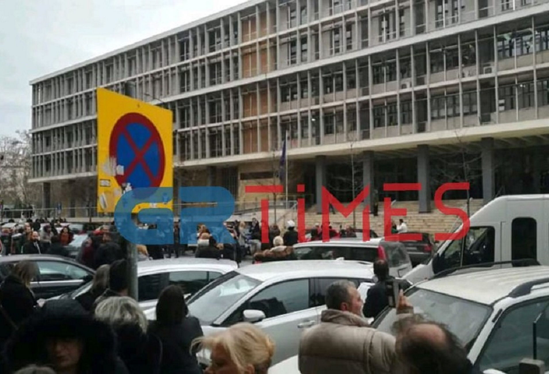 Θεσσαλονίκη: Τηλεφώνησαν για βόμβα στα δικαστήρια! Κυκλοφοριακή σύγχυση έξω από το Μέγαρο (Φωτό)