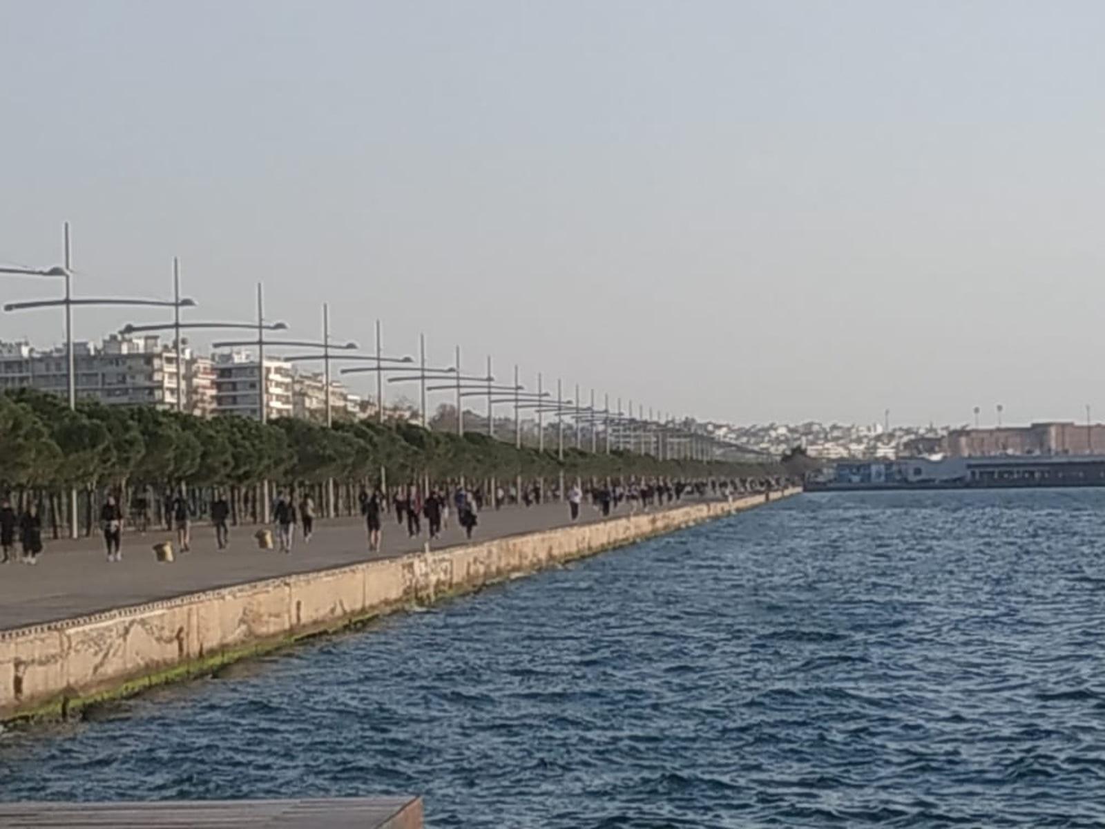 «Την κλείνουμε και τελείωσε» – Τελεσίγραφο Ζέρβα μετά τις εικόνες με την παραλία της Θεσσαλονίκης να «βουλιάζει»