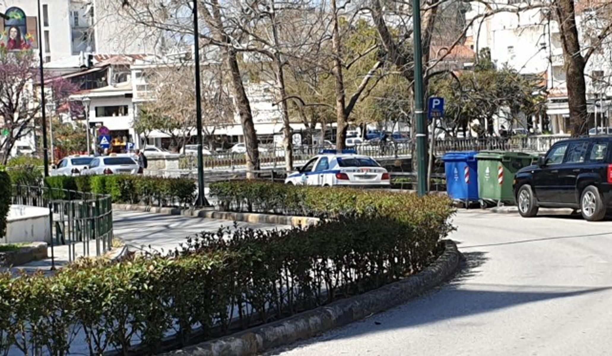Κορονοϊός: Έδιωξαν τους παππούδες από τις πλατείες των Τρικάλων
