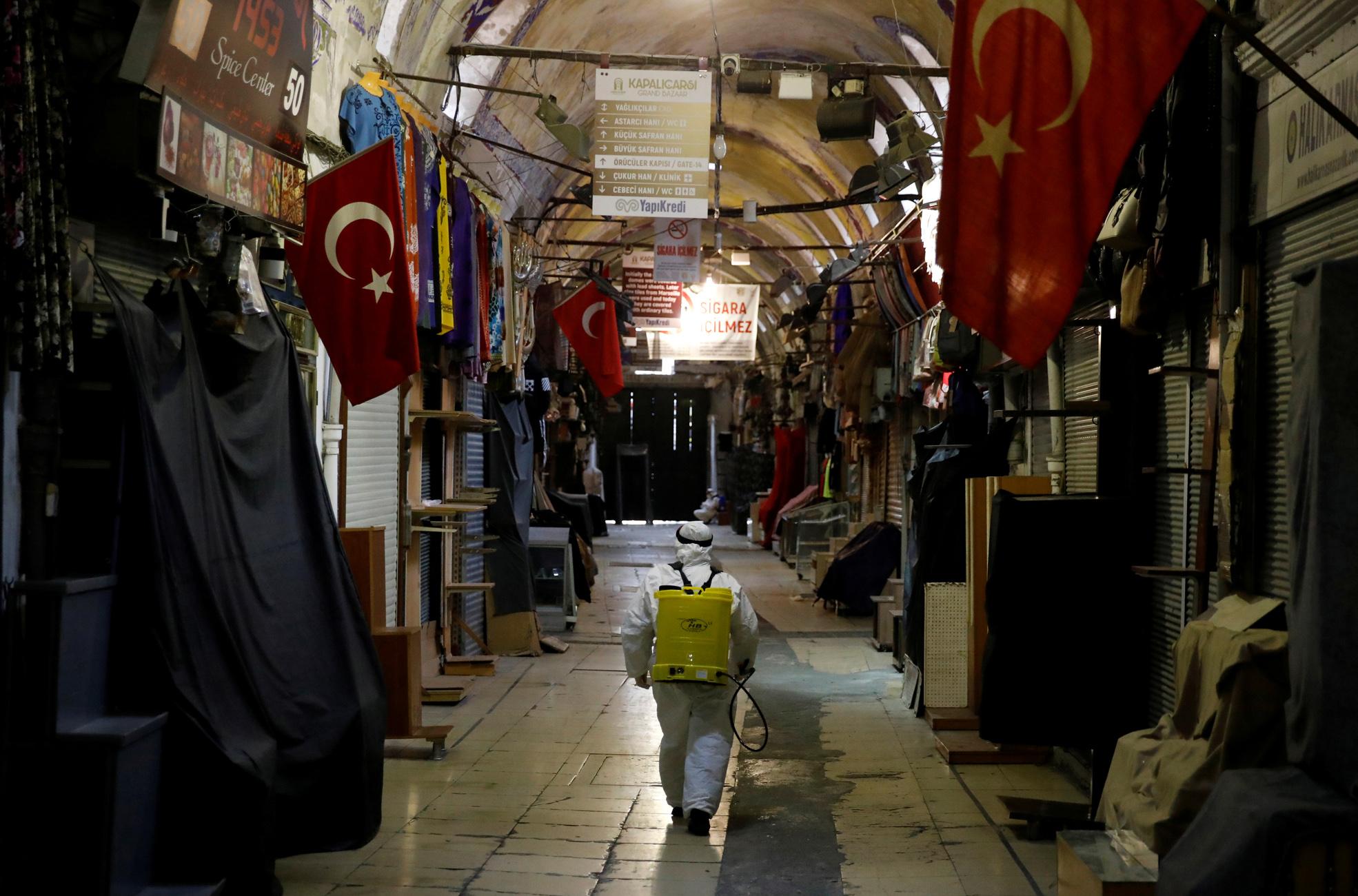 Κορονοϊός: Έφτασαν τους 131 οι νεκροί στην Τουρκία