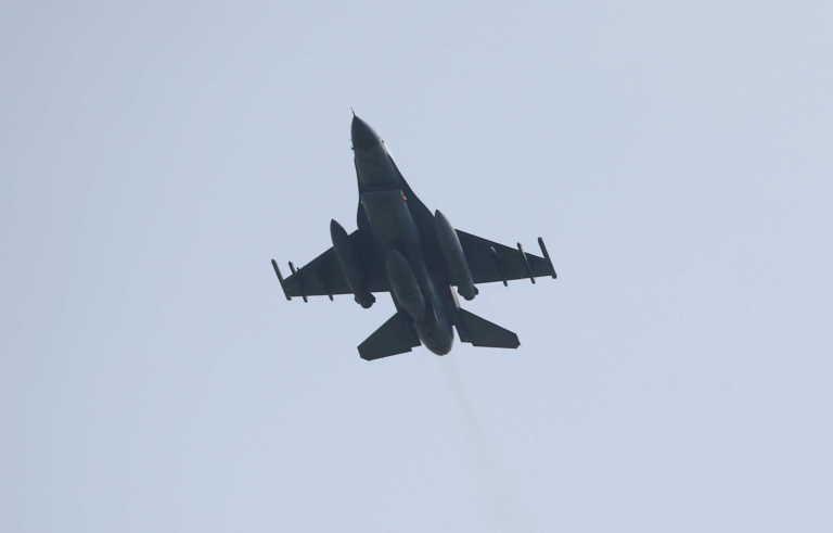 Θεσσαλονίκη: Δέος από το πέρασμα ελικοπτέρων και πολεμικών αεροσκαφών F 16 (Βίντεο)