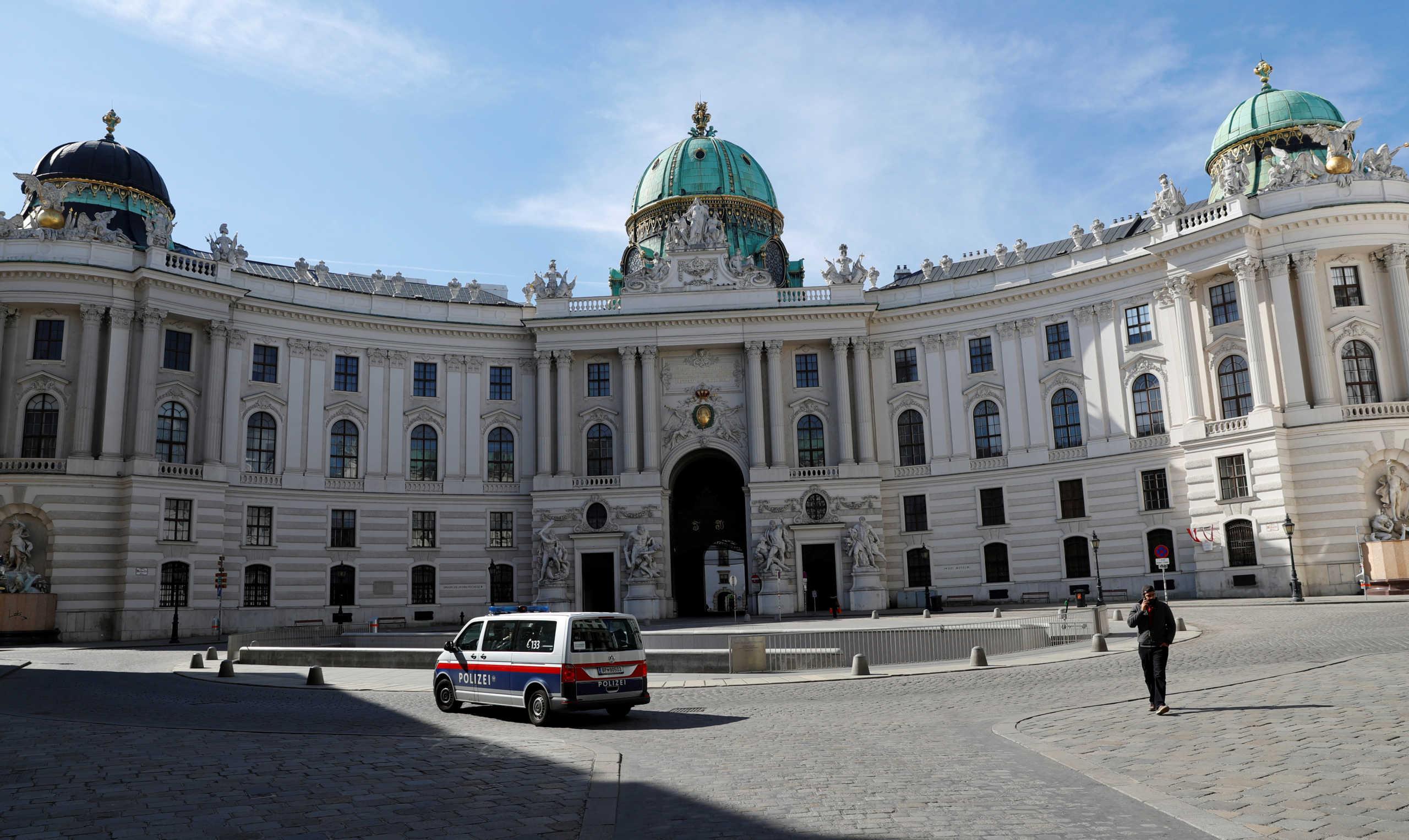 """Κορονοϊός: Οι ταξιδιωτικές προειδοποιήσεις για τη Βιέννη """"παραλύουν"""" τον ξενοδοχειακό κλάδο"""