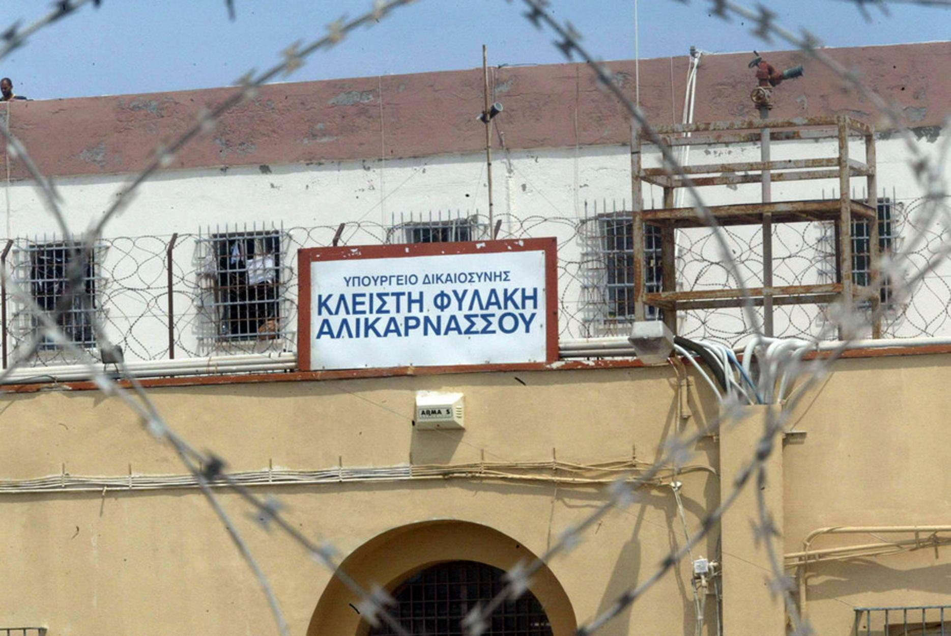 Φυλακές Αλικαρνασσού: Φωτιά και άγρια επεισόδια – Με εγκαύματα 3 κρατούμενοι
