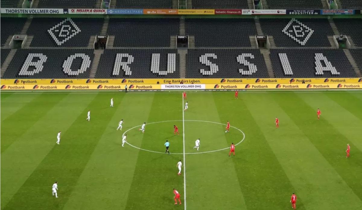 Κορονοϊός: Δεν… κρατιούνται στην Γκλάντμπαχ! Στο γήπεδο οι πρώτοι «οπαδοί» (pics)