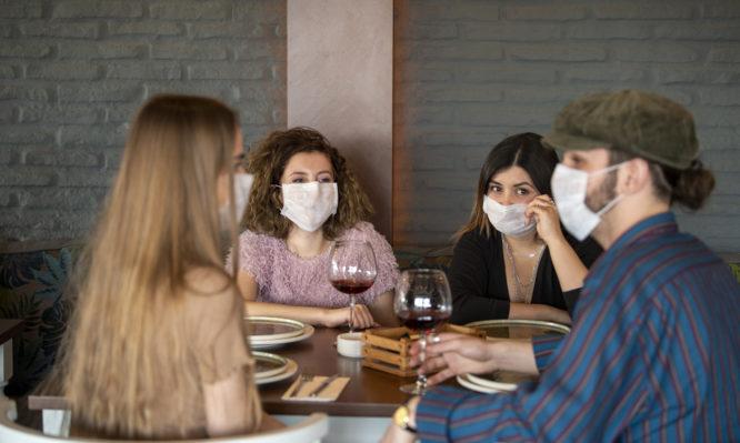 Κορονοϊός: Πως εξαπλώθηκε σε ένα εστιατόριο – Τι έδειξε νέα μελέτη
