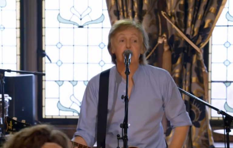 Paul McCartney, Weeknd, John Legend και άλλοι καλλιτέχνες χαρίζουν μικρόφωνα!