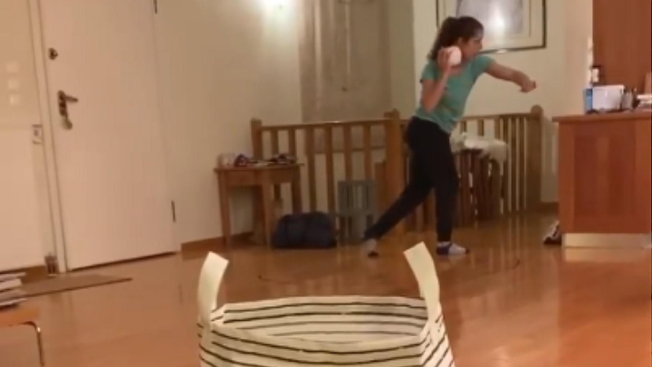 """Το Toilet Paper Challenge της Στεφανίδη με… σφαιροβολία και """"μπάσκετ"""" (video)"""