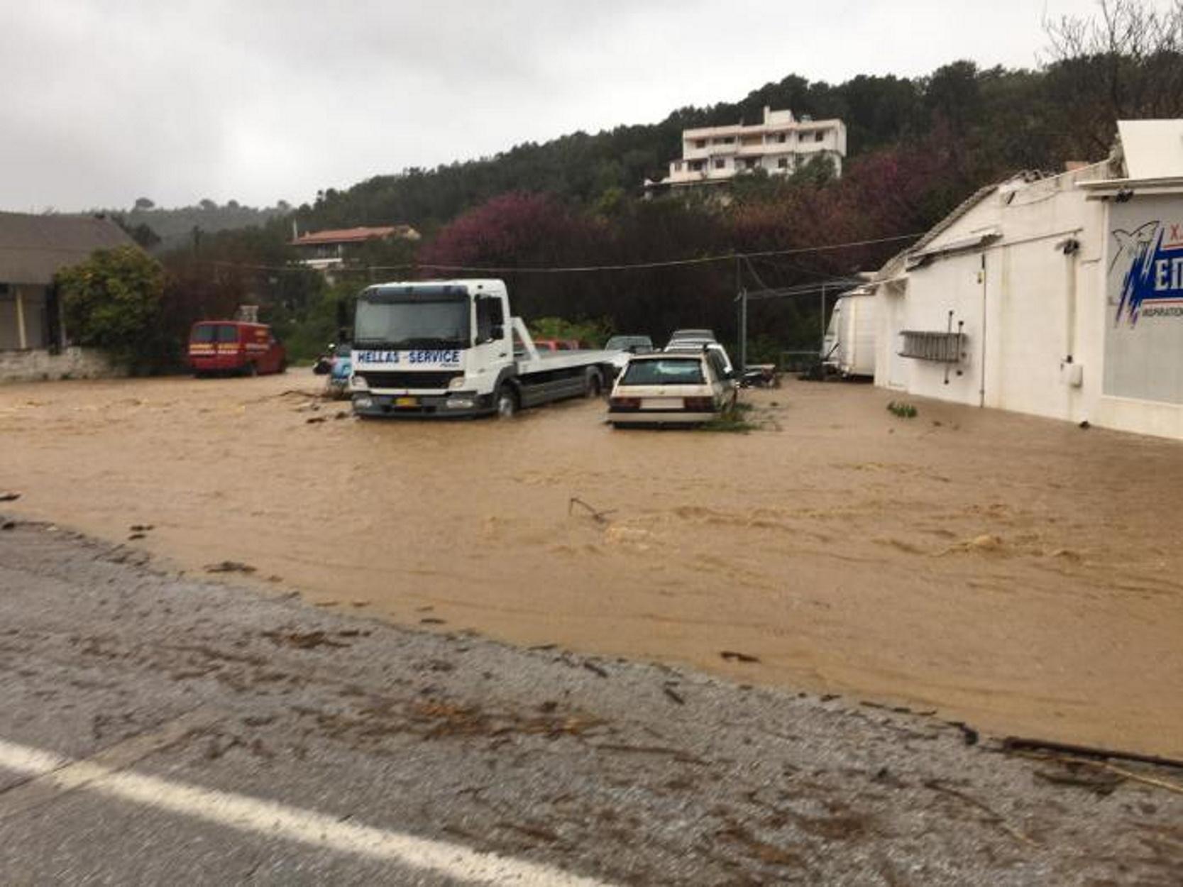 Καιρός: Καταστροφές και πλημμύρες στις Σποράδες από την κακοκαιρία