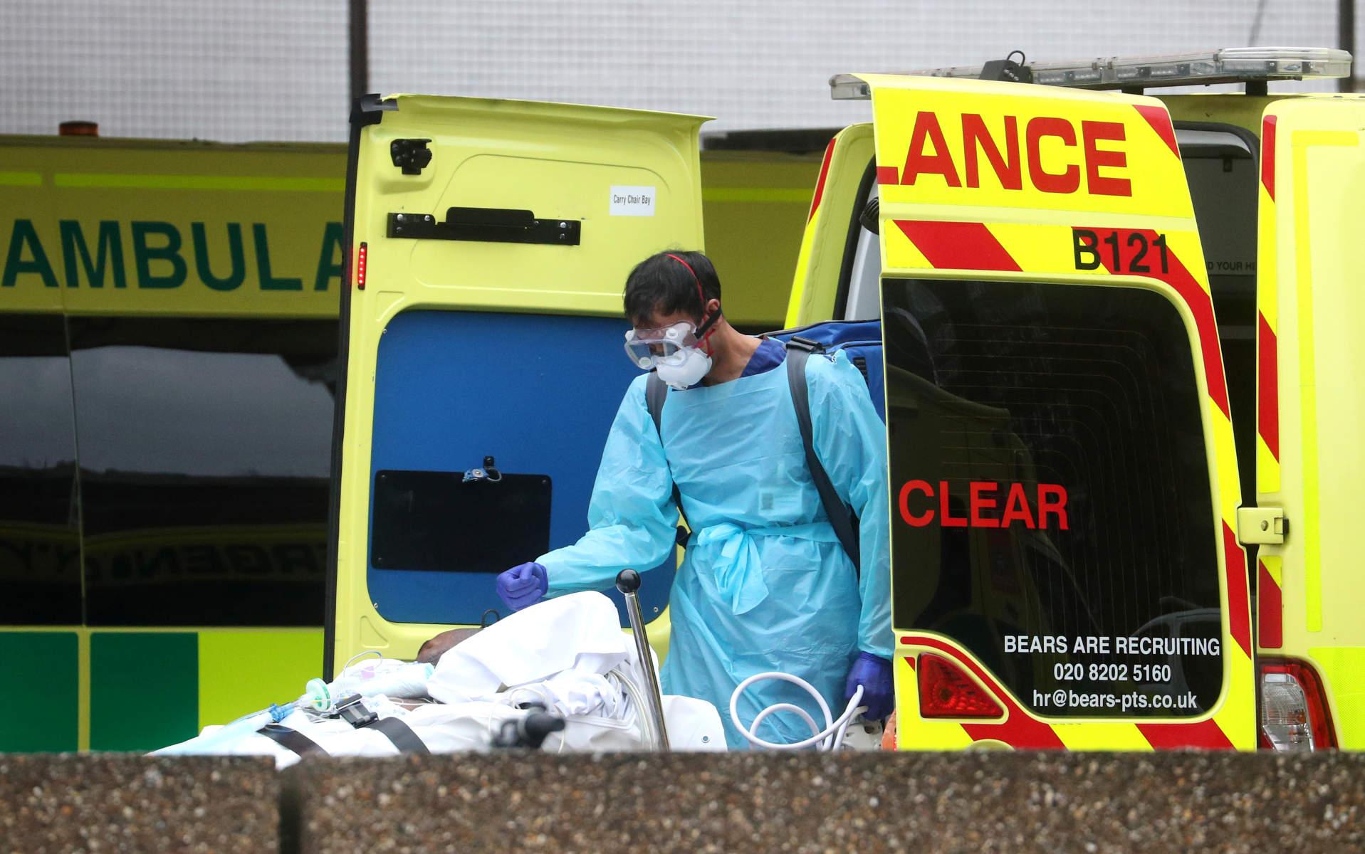 Κορονοϊός: Ρεκόρ θανάτων στη Βρετανία – 708 σε 24 ώρες, 4.313 συνολικά
