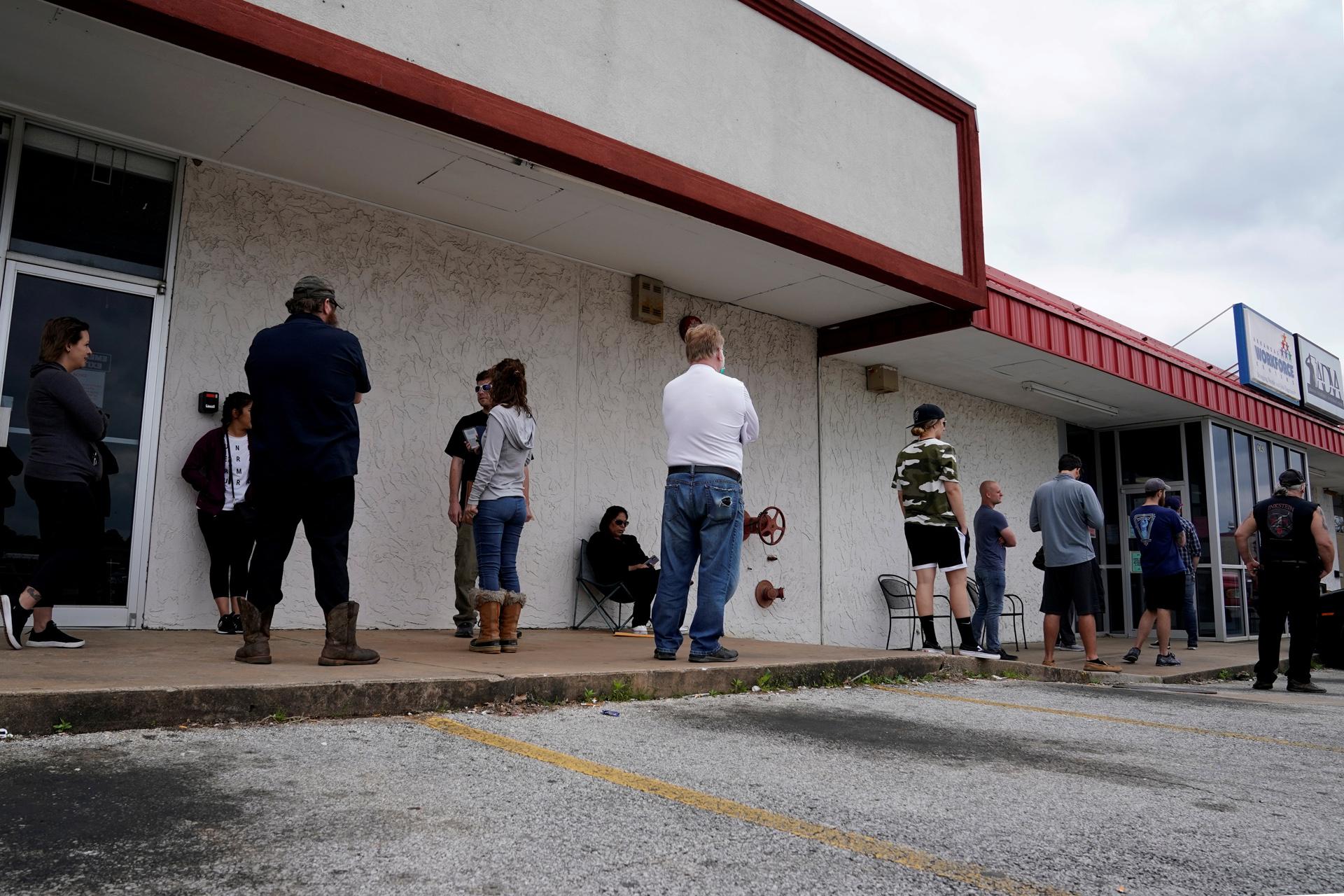 Κοντά στα 30 εκατομμύρια αιτήσεις για επίδομα ανεργίας στις ΗΠΑ