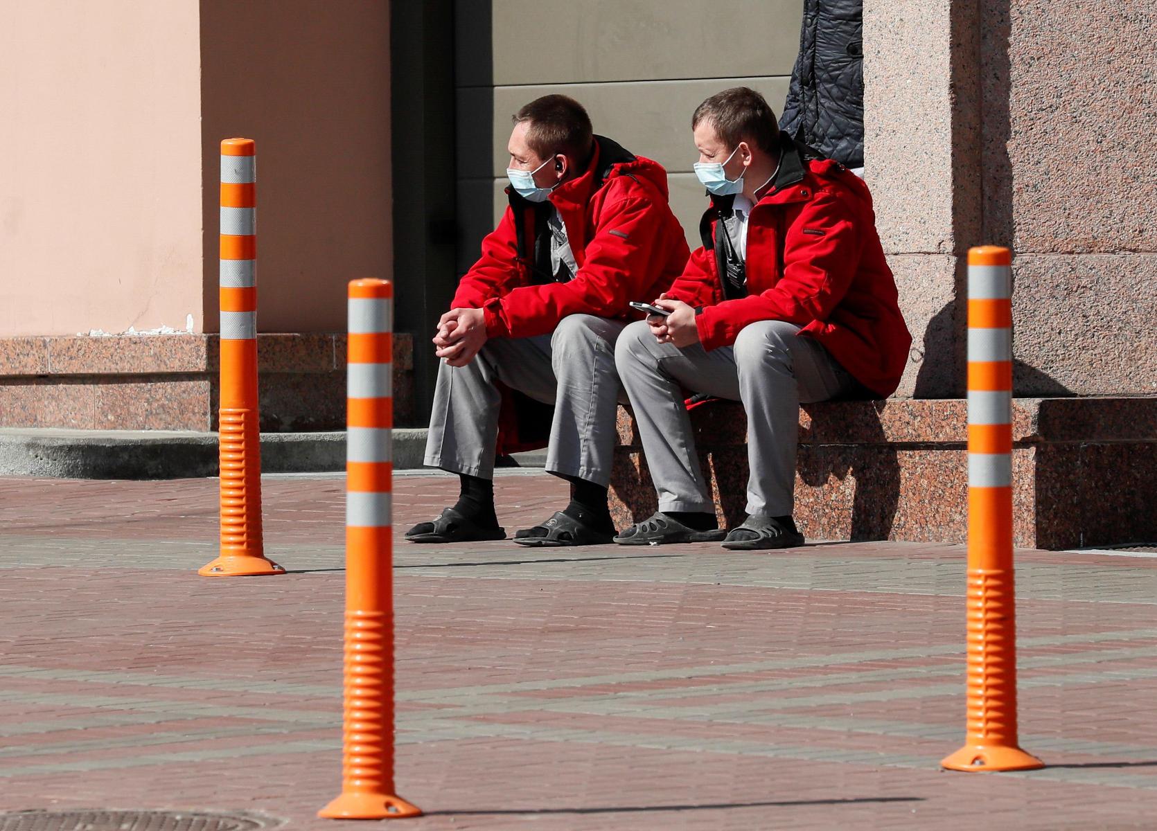 ΟΗΕ: 1,25 δισ. άνθρωποι κινδυνεύουν με απόλυση ή περικοπή μισθού λόγω του κορονοϊού