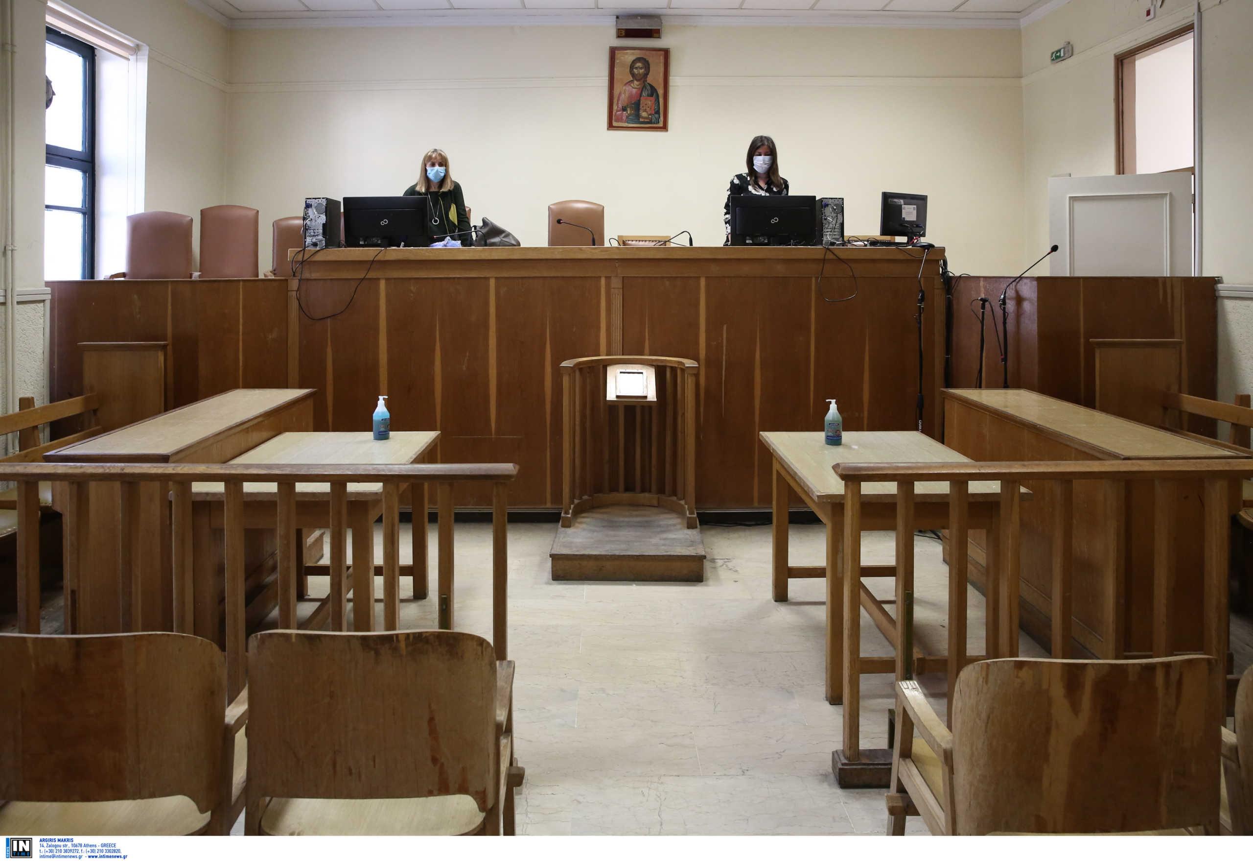 Μέσα στα δικαστήρια: Σαν εικόνες από ταινία με αντισηπτικά παντού, μάσκες και αυστηρά μέτρα (pics)