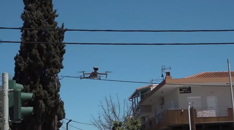 """Χαλκιδική: Drone με ντουντούκα πετάει και φωνάζει """"σαν το σπίτι δεν έχει!"""" (video)"""