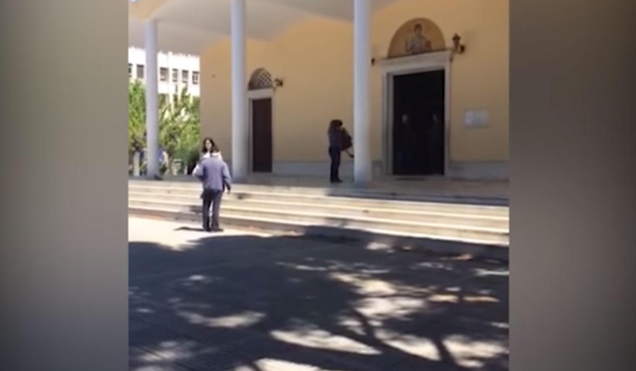Αμετανόητοι: Άνοιξαν εκκλησία στους Αμπελοκήπους για να προσκυνήσει ο κόσμος τον Επιτάφιο! (βίντεο)
