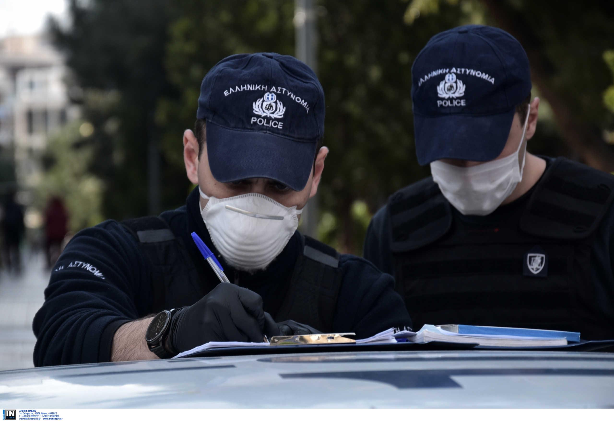 Θεσσαλονίκη – Κορονοϊός: Έβγαλε τη μάσκα και έφτυσε τους αστυνομικούς που τον σταμάτησαν για έλεγχο