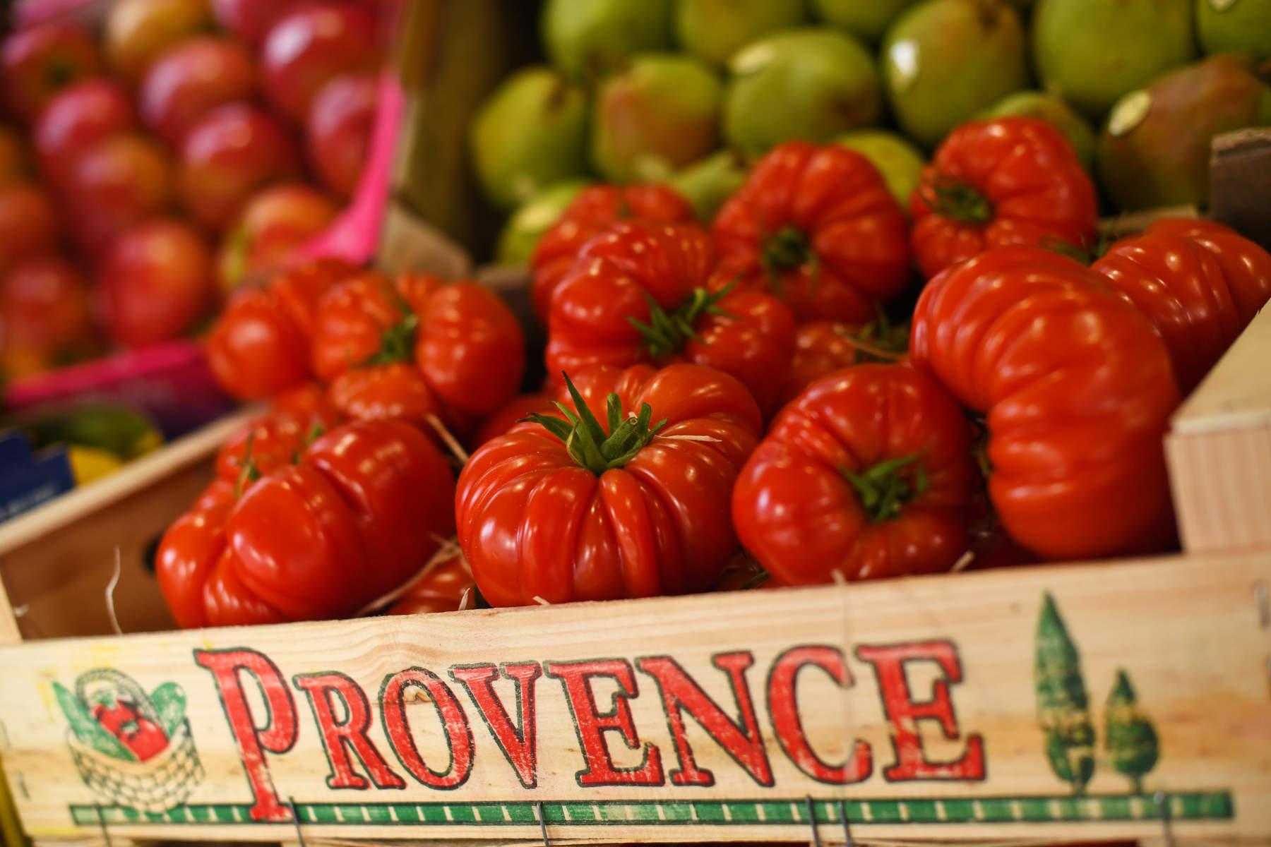 Ιταλία: Παίρνεις επίδομα ανεργίας; Πρέπει να μαζέψεις φρούτα και λαχανικά