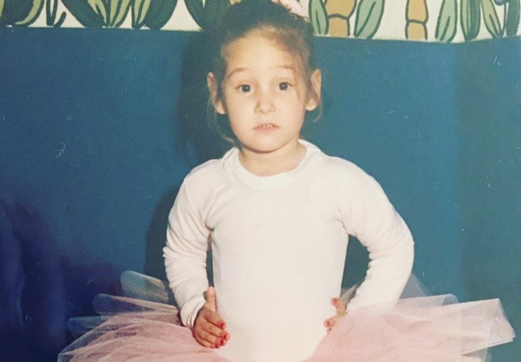 Το κοριτσάκι της φωτογραφίας είναι σήμερα γνωστή Ελληνίδα ηθοποιός! Την αναγνωρίζετε;