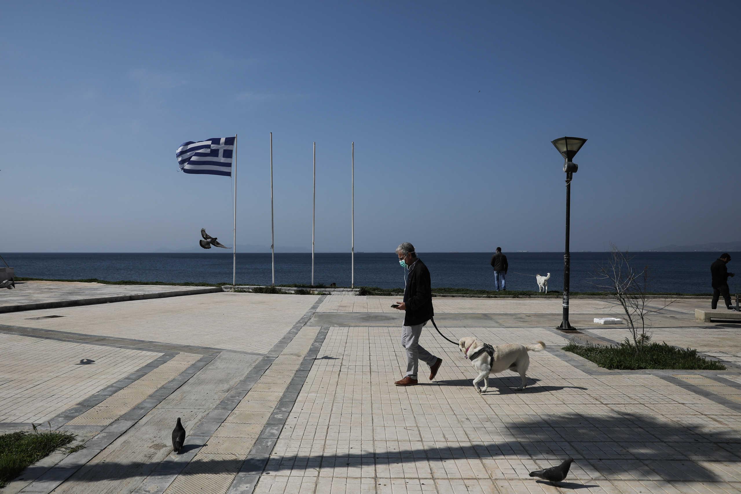 Bloomberg για κορονοϊό: Δούλεψαν τα μέτρα στην Ελλάδα