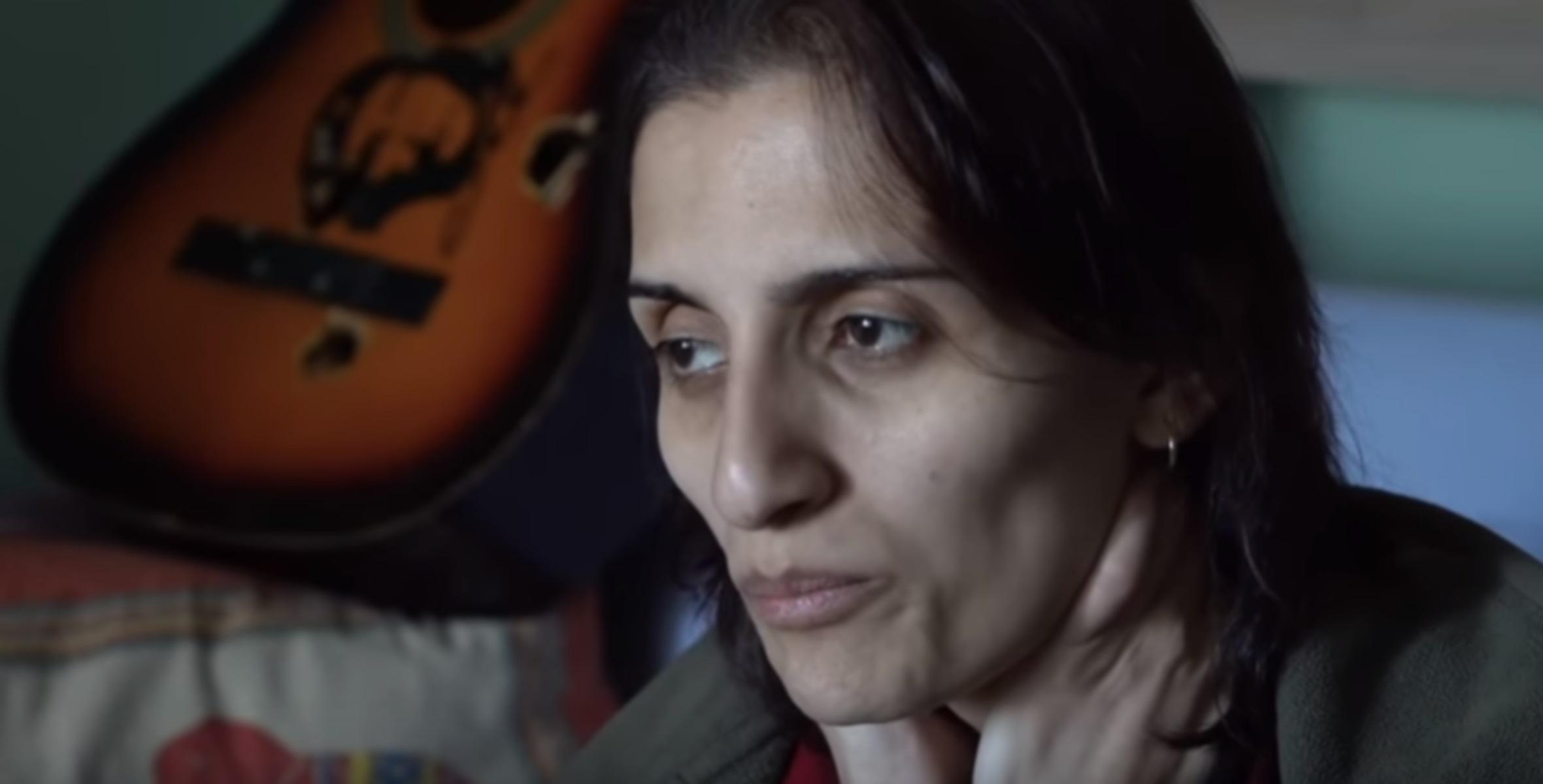 Πέθανε η τραγουδίστρια Χελίν Μπολέκ ύστερα από 288 ημέρες απεργίας πείνας (βίντεο)