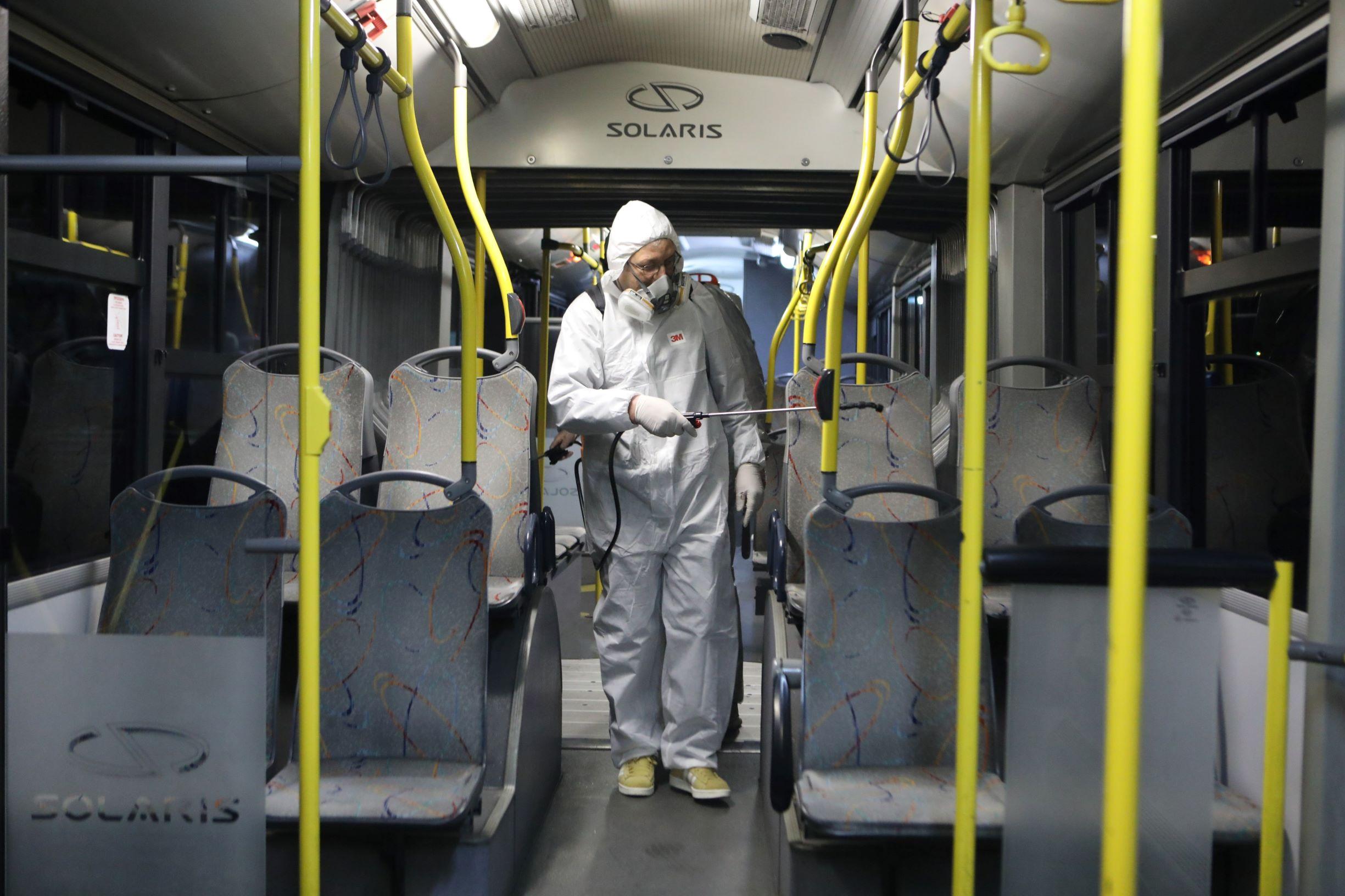 Κορονοϊός: Συμπληρωματικά μέτρα για μέσα μεταφοράς και ταξί – Τι ισχύει για τους επιβάτες