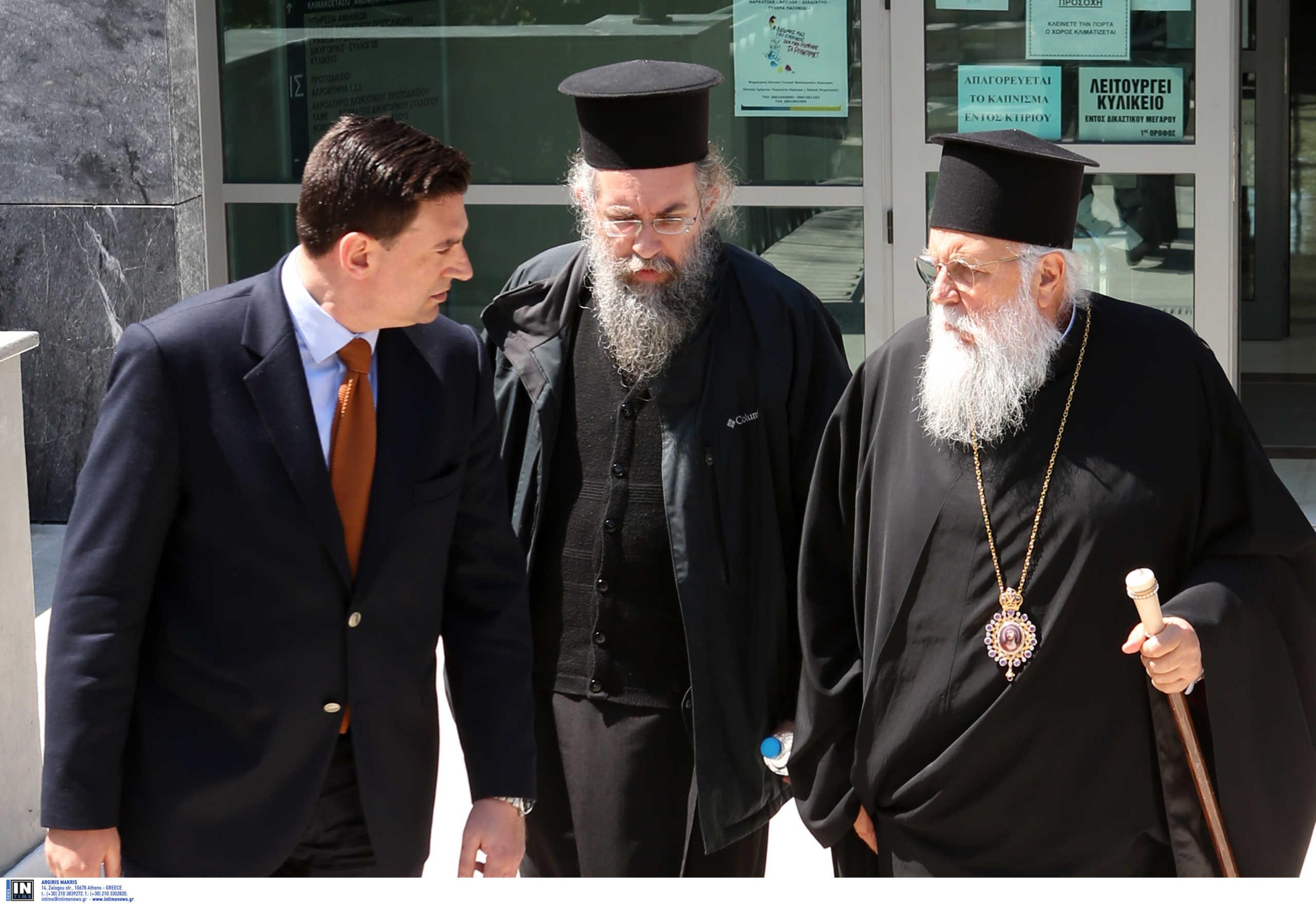 Αμετανόητος ο μητροπολίτης Κέρκυρας – «Δεν έχει απαγορευτεί η θεία κοινωνία», δηλώνει ο δικηγόρος του