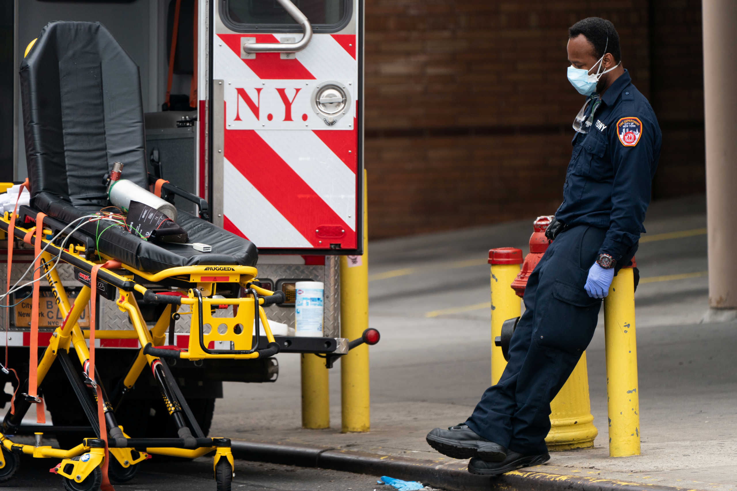 Καλπάζει ο κορονοϊός στις ΗΠΑ: πάνω από 1.200 νεκροί σε ένα 24ωρο