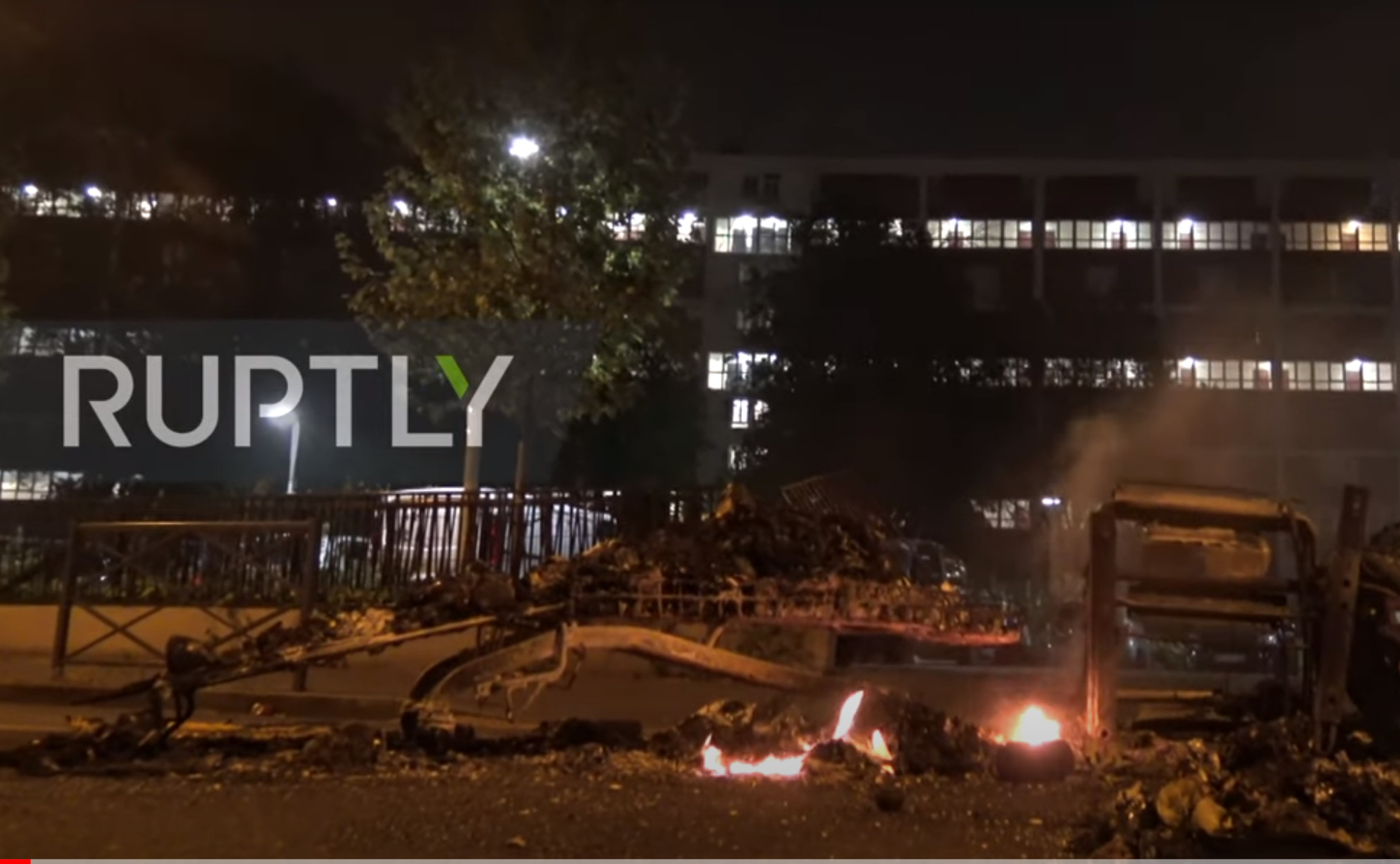 Παρίσι: Συγκρούσεις διαδηλωτών με την αστυνομία εν μέσω κορονοϊού!