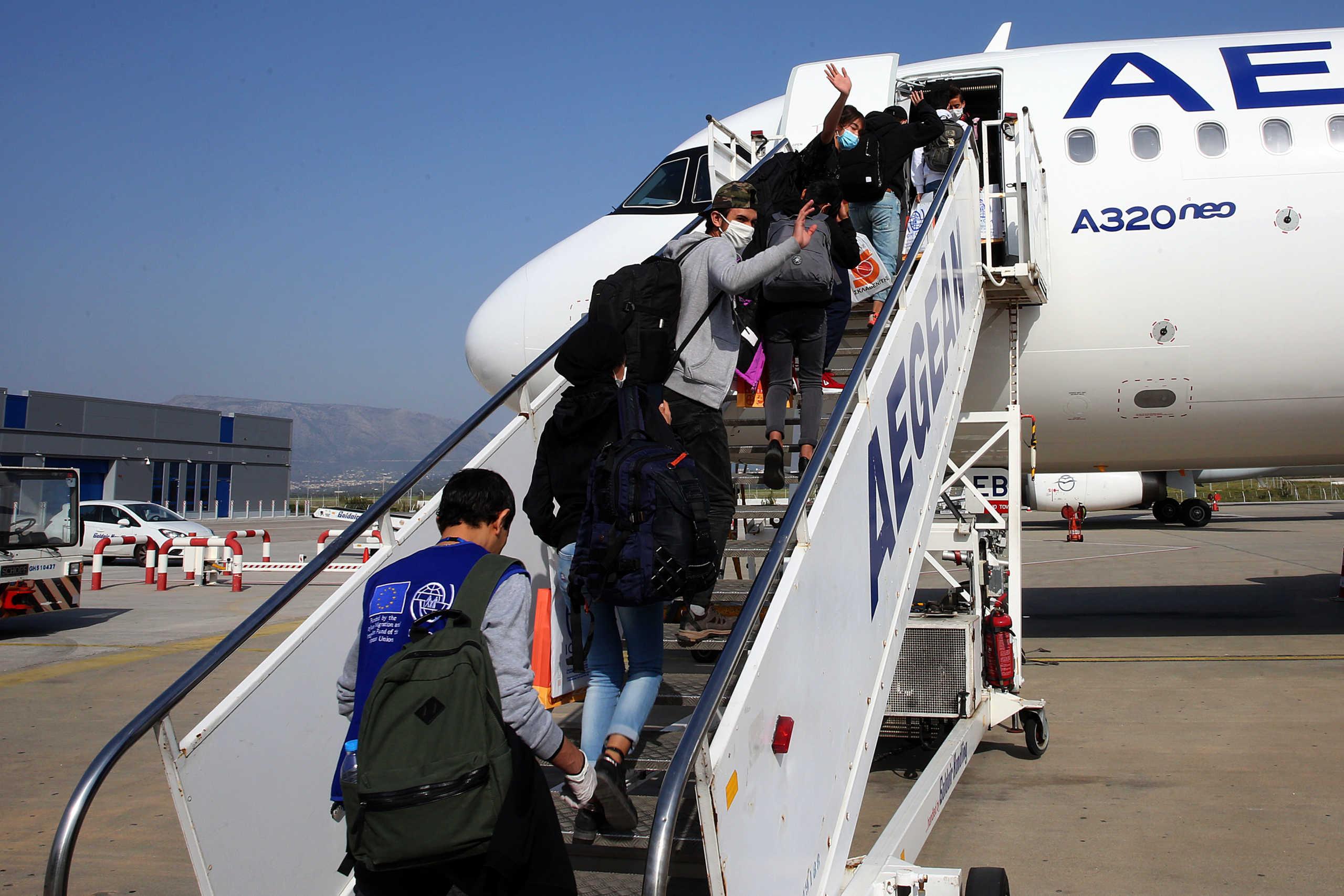 Αποχαιρέτησαν την Ελλάδα 12 ασυνόδευτα προσφυγόπουλα – Πέταξαν για Λουξεμβούργο