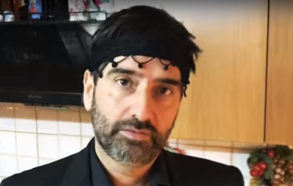 Κορονοϊός: Ο Σήφης δίνει ρεσιτάλ με τη χαρακτηριστική κρητική ντοπιολαλιά (Βίντεο)