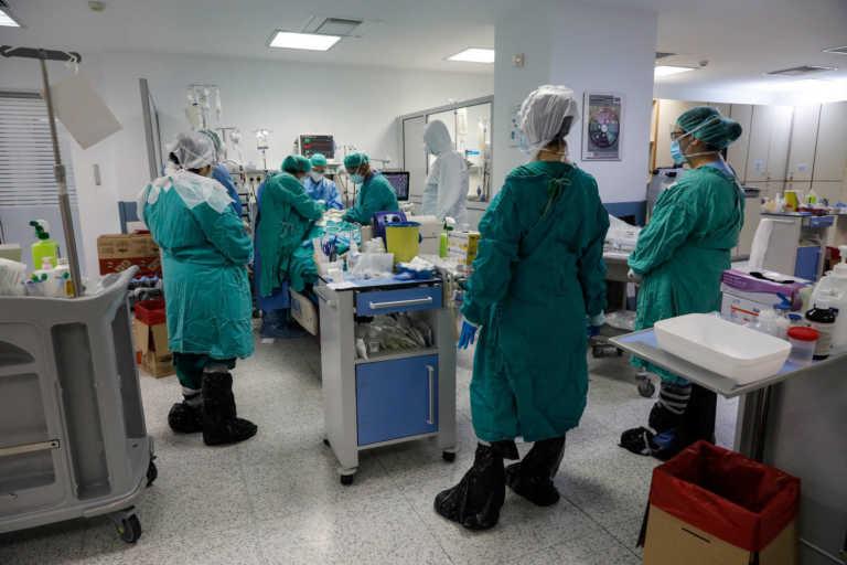 Κορονοϊός: Ασφυκτιούν τα νοσοκομεία στην Κρήτη – 106 νοσηλευόμενοι και 17 διασωληνωμένοι