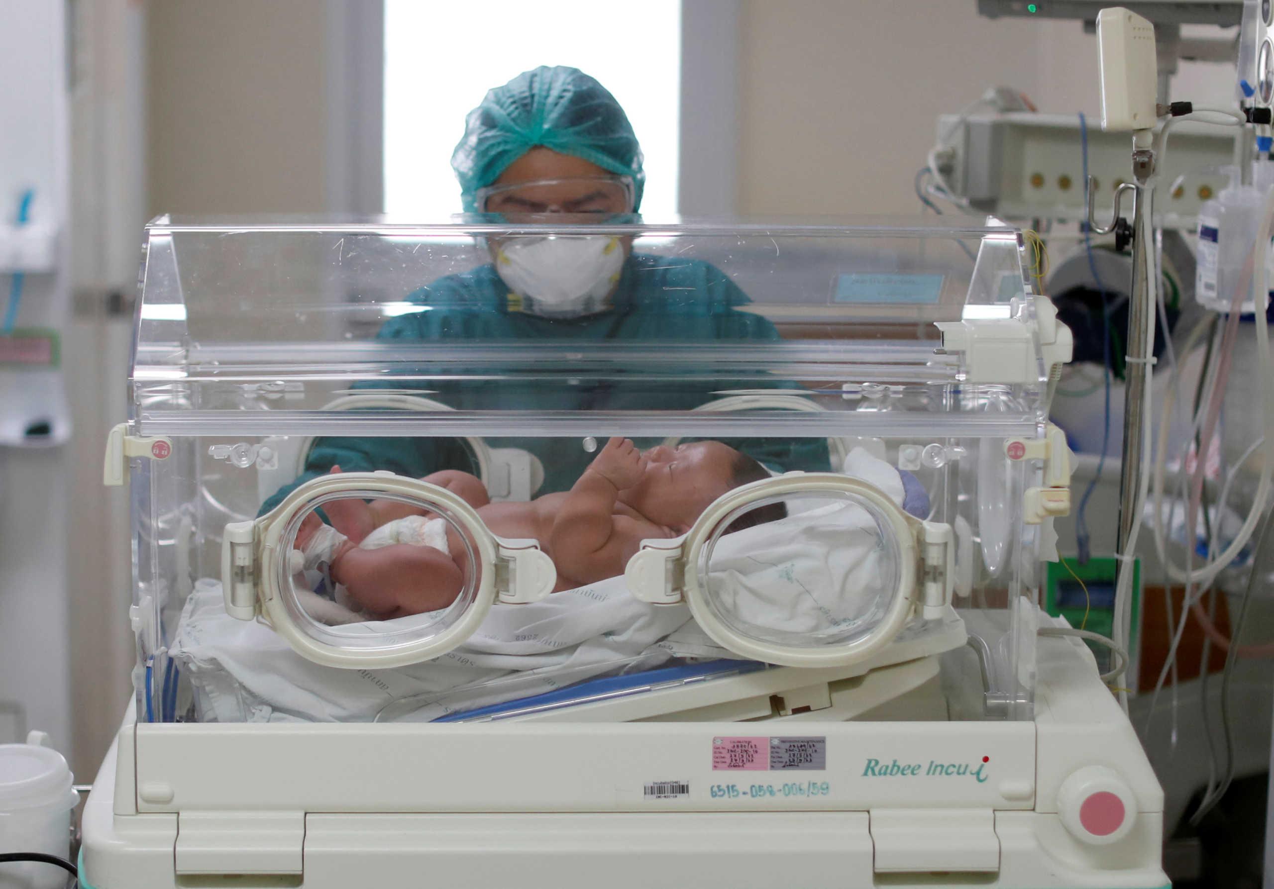 Politico: Έτοιμη η Pfizer να εμβολιάσει και μωρά έξι μηνών κατά του κορονοϊού