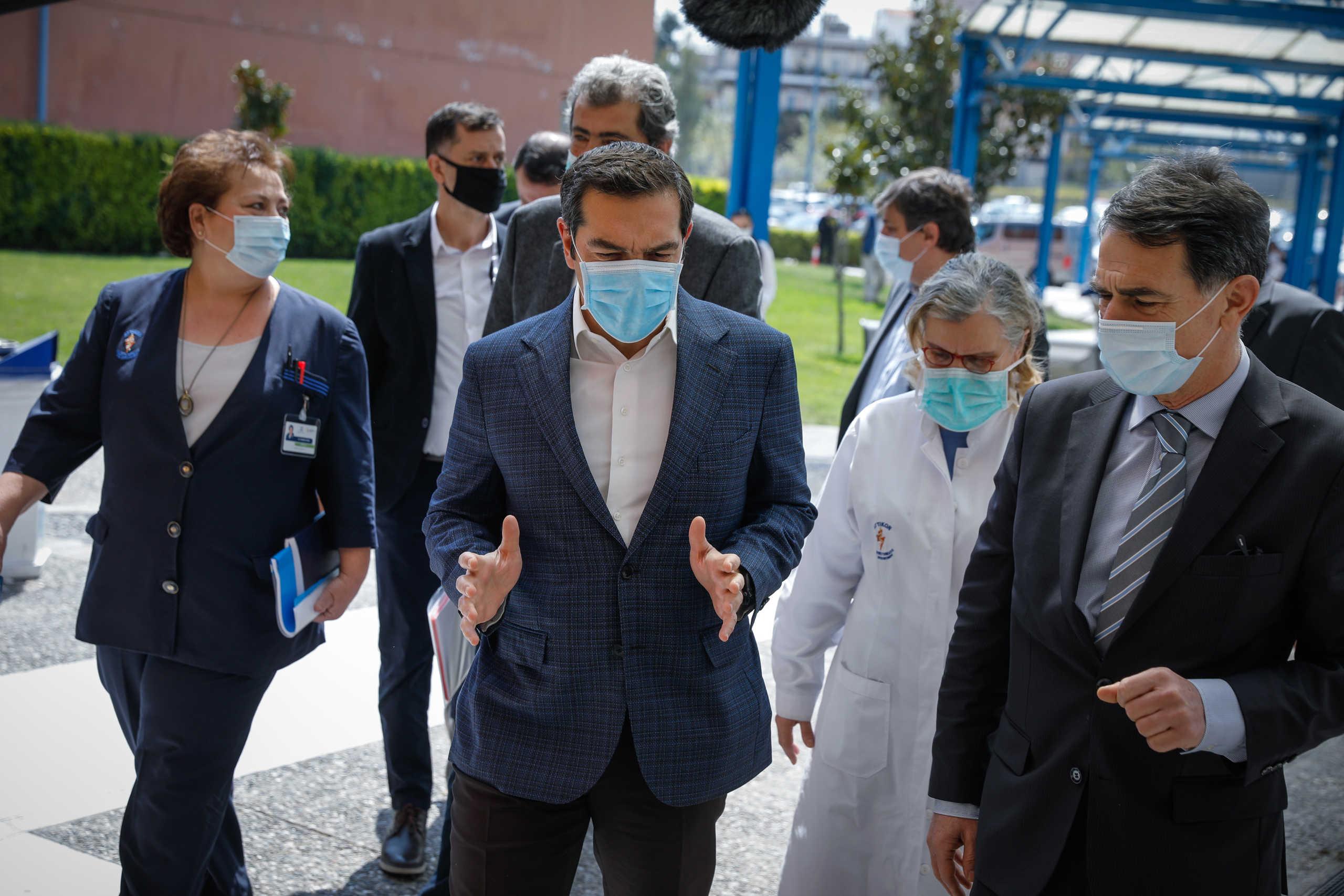 Τσίπρας: Τα χειροκροτήματα δε λύνουν τα προβλήματα των νοσηλευτών