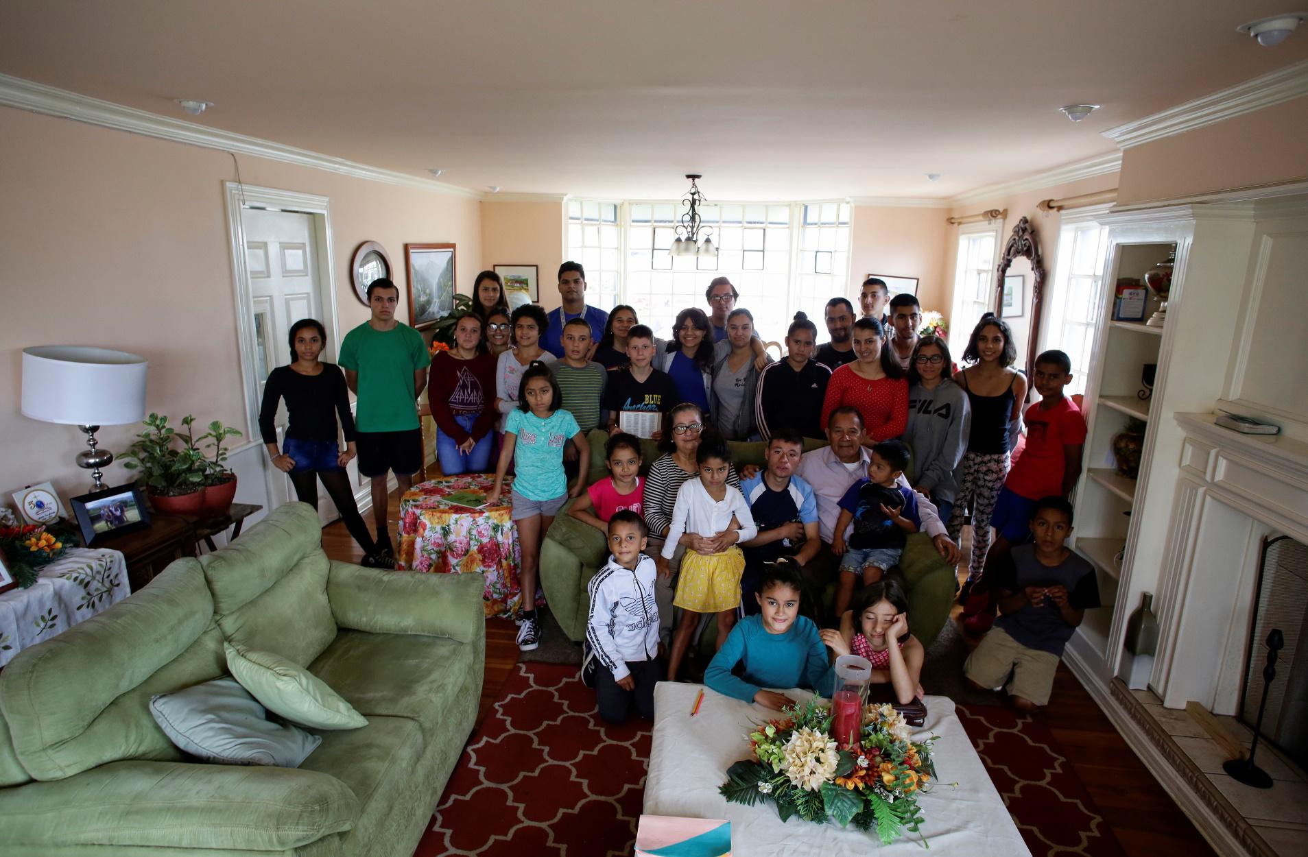 Καραντίνα με 31 παιδιά; Μια οικογένεια τα καταφέρνει (pics)