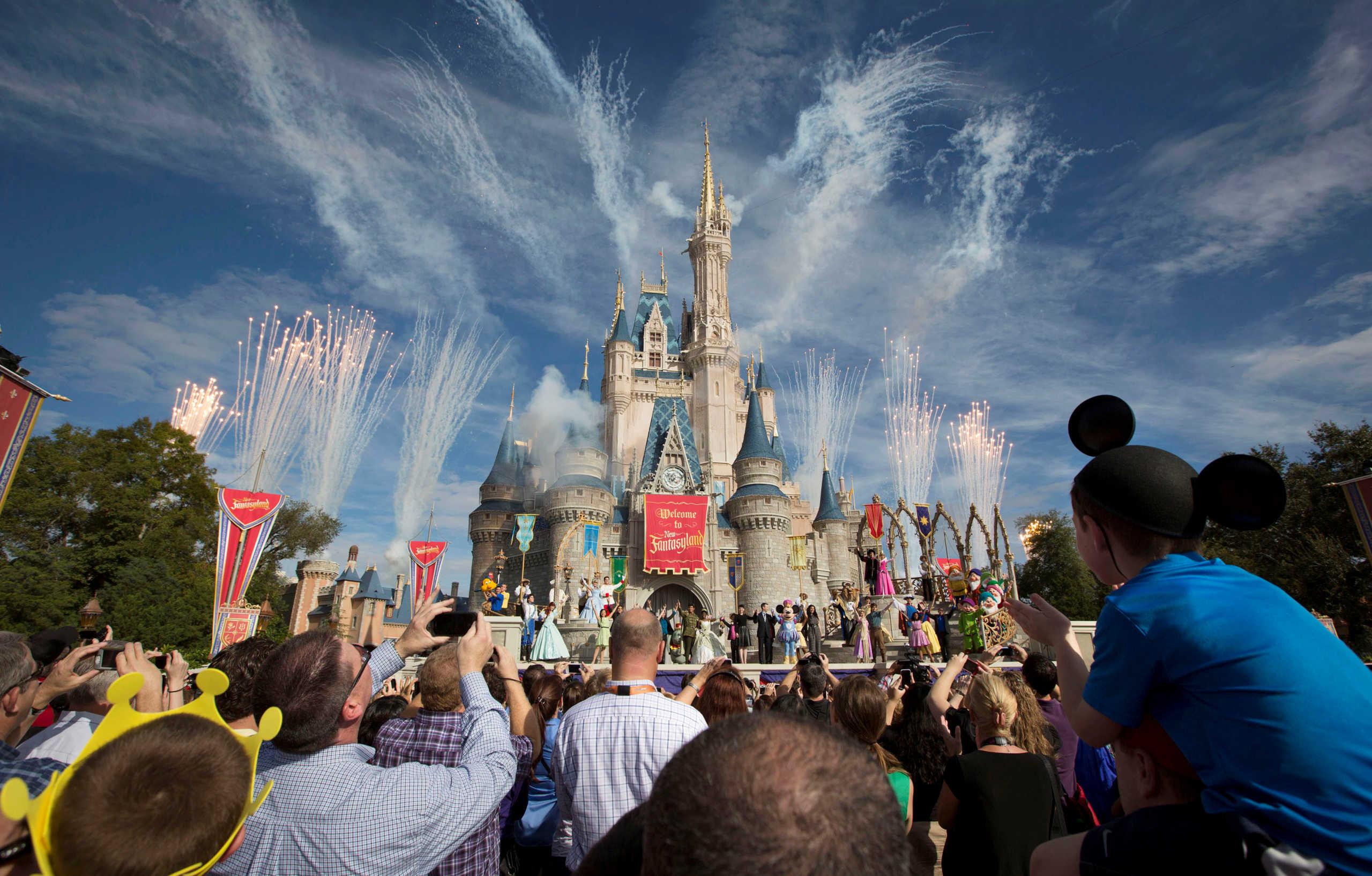 Disney World: Εστιατόριο με μενού το διάστημα – «Ταξίδι» στα 350 χλμ. πάνω από τη Γη