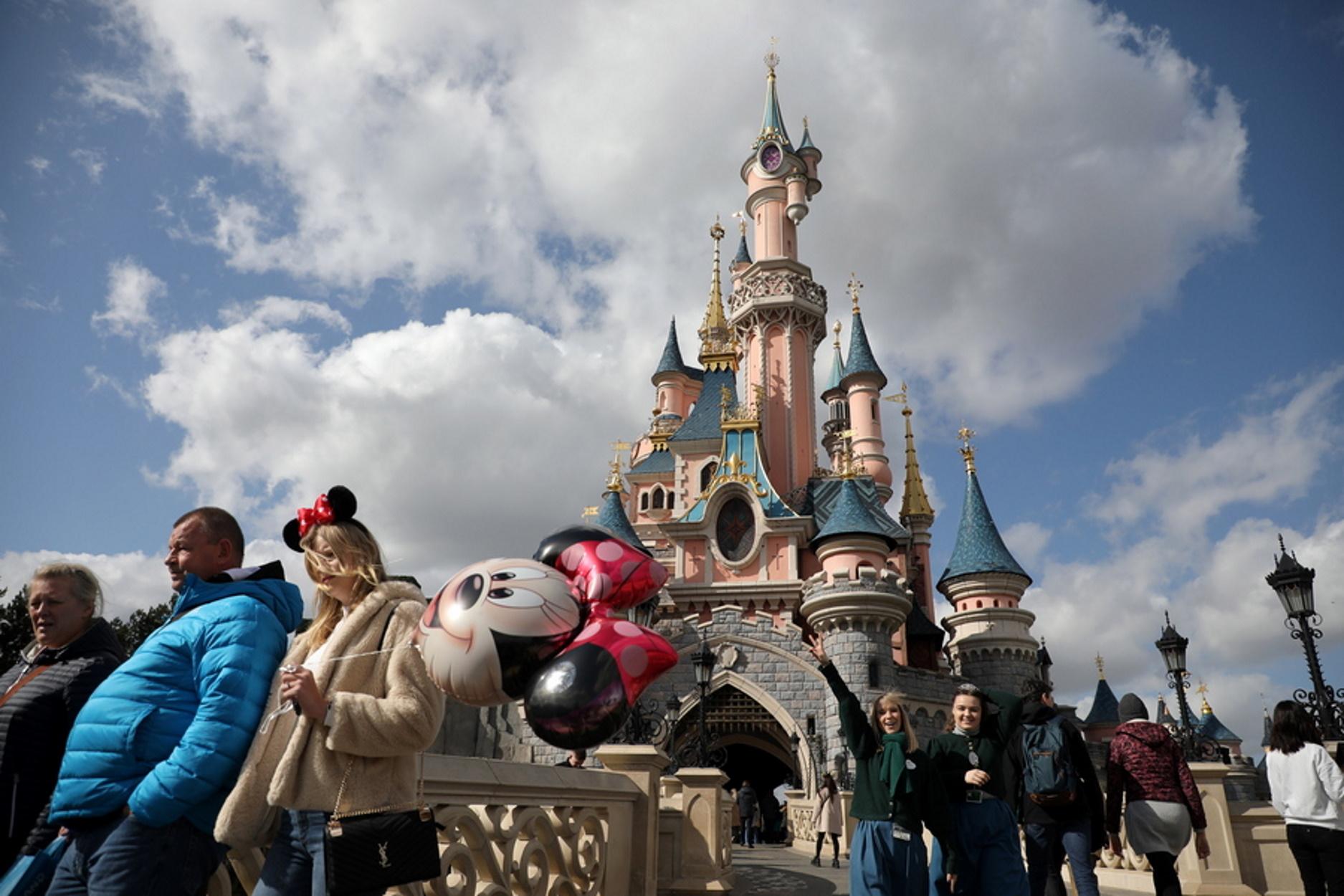 Κίνα: Sold out τα εισιτήρια της Disneyland που ξανανοίγει