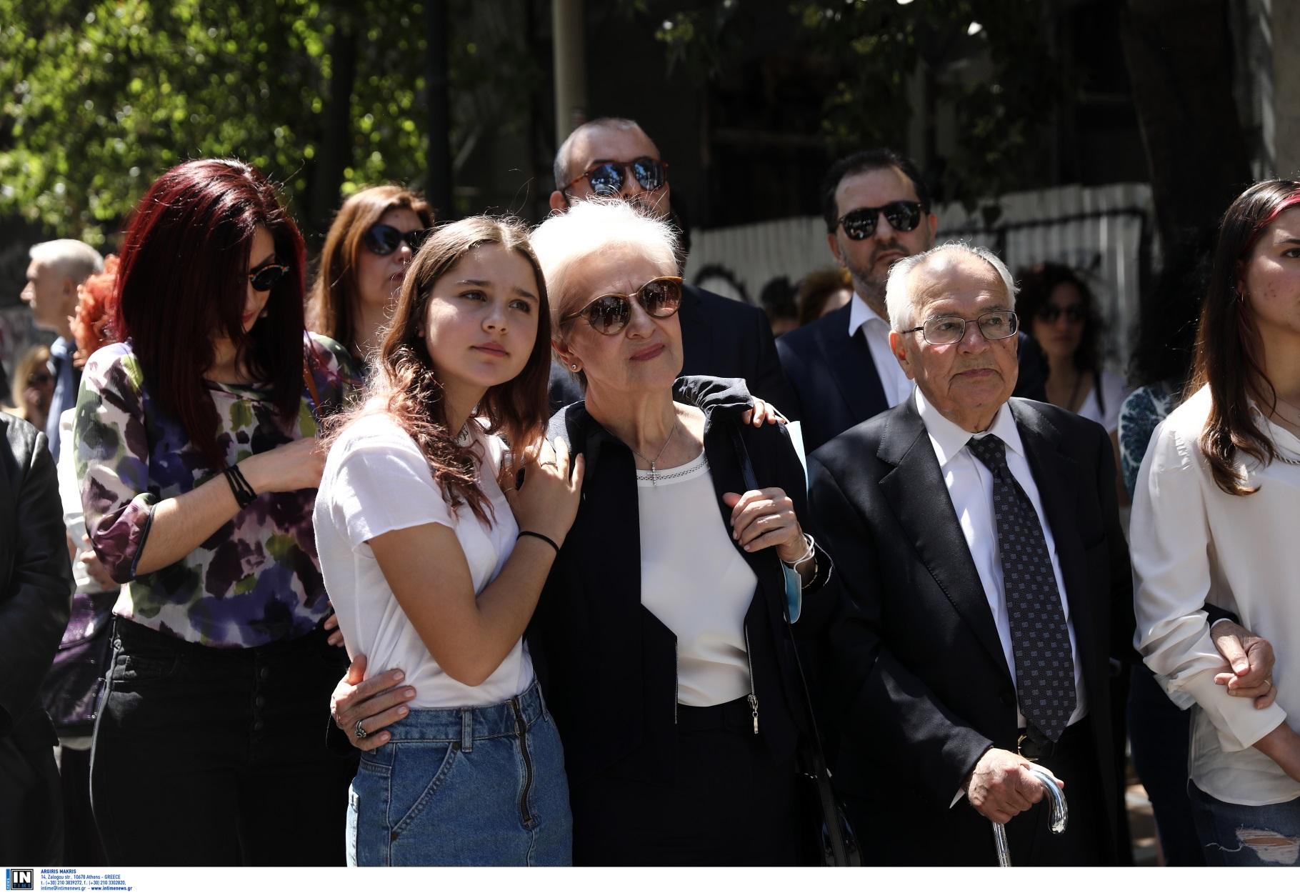 Marfin: Στιγμές συγκίνησης των οικογενειών στην εκδήλωση μνήμης για τα θύματα (pics)