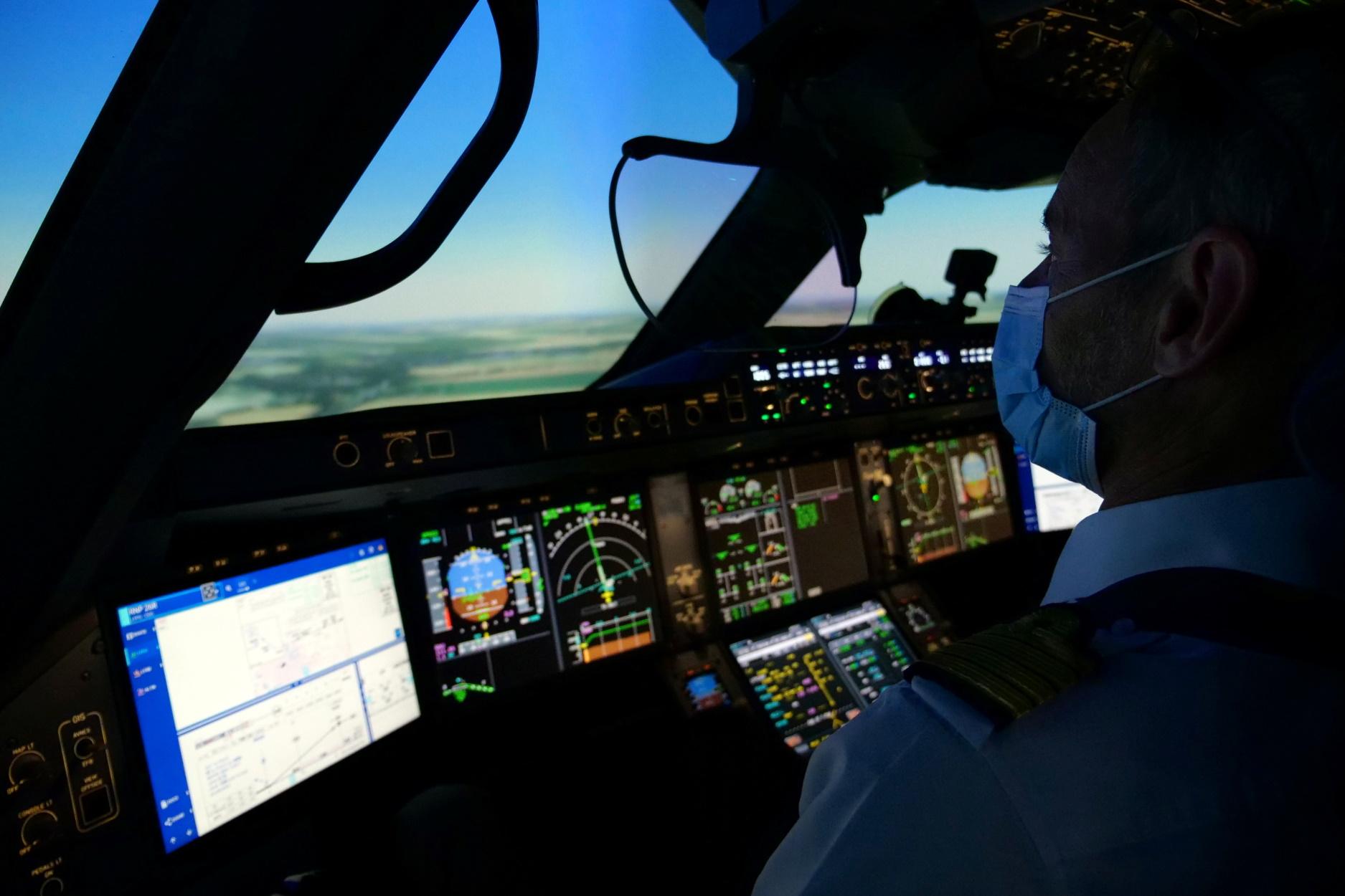 Ο πιλότος ήταν «άτακτος» – Γδύθηκε και άρχισε να βλέπει πορνό μπροστά σε γυναίκα συνάδελφό του