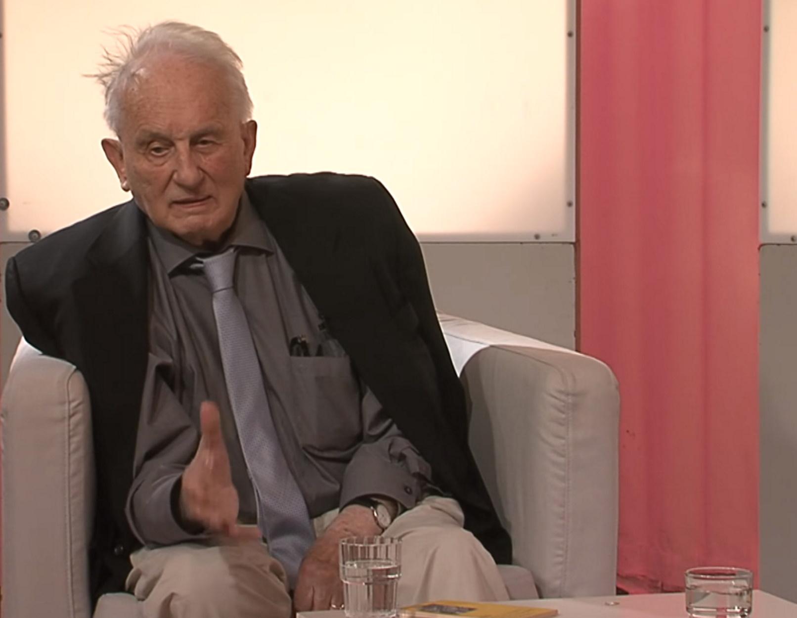 """Πέθανε στα 89 του ο """"αιρετικός"""" συγγραφέας Ρολφ Χόχουτ – Κατήγγειλε τη σιωπή του Πάπα Πίου του 12ου για το Ολοκαύτωμα"""
