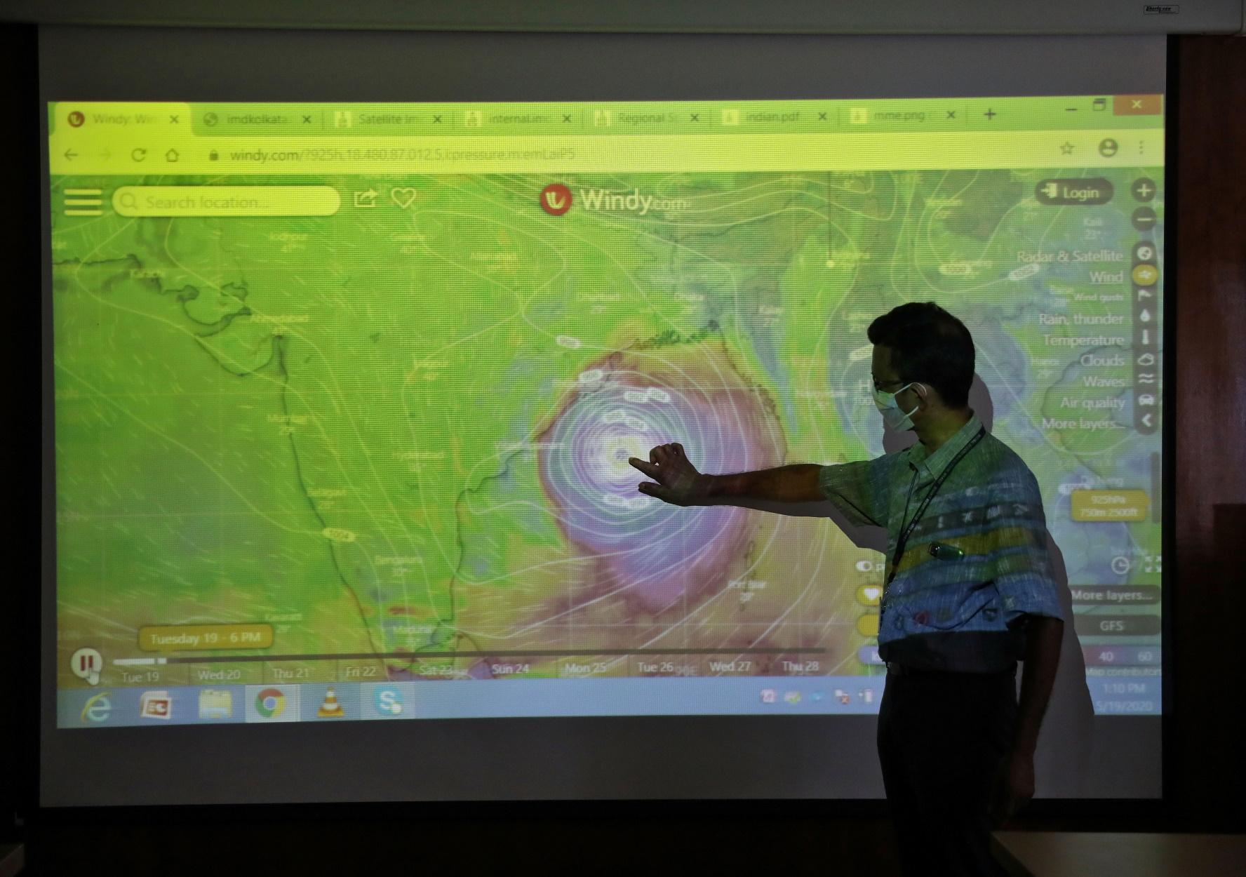 """Κυκλώνας """"τέρας"""" καταφτάνει σε Ινδία – Μπανγκλαντές"""