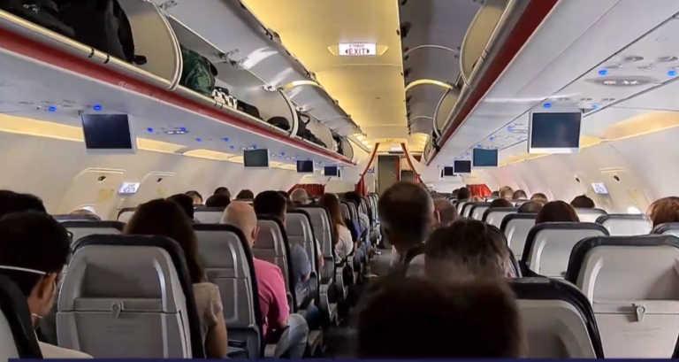 Τι κρύβεται στην πόρτα της τουαλέτας των αεροπλάνων και δεν στο έχει πει κανείς