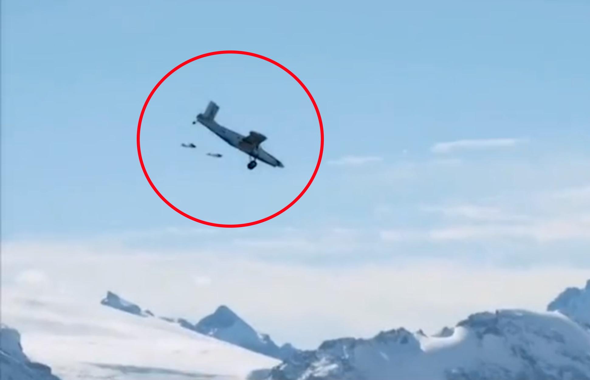 Συγκλονιστικό βίντεο: Πήδηξαν μέσα σε αεροπλάνο ενώ αυτό πετούσε πάνω από τις Άλπεις