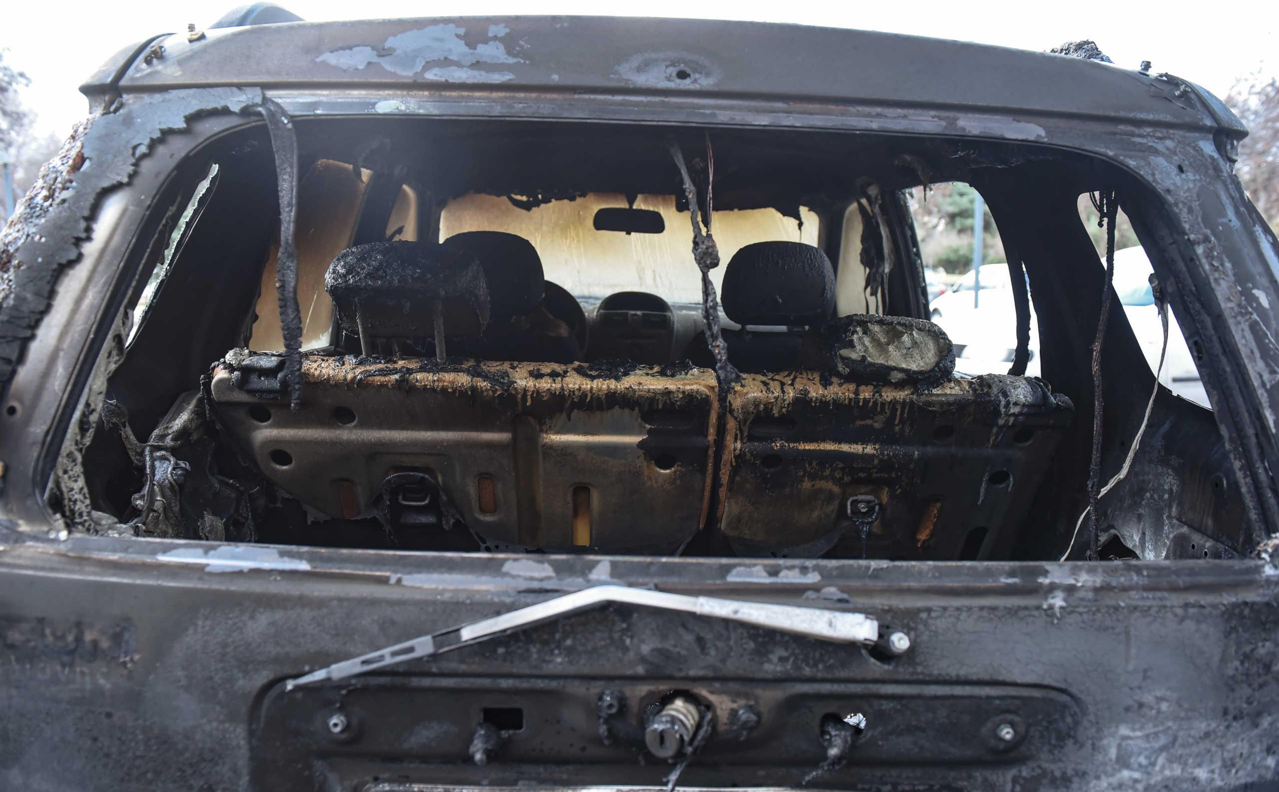 Άγνωστοι έκαψαν αυτοκίνητα στην Ευελπίδων! Προβληματισμός για το πως κατάφεραν να μπουν στο χώρο