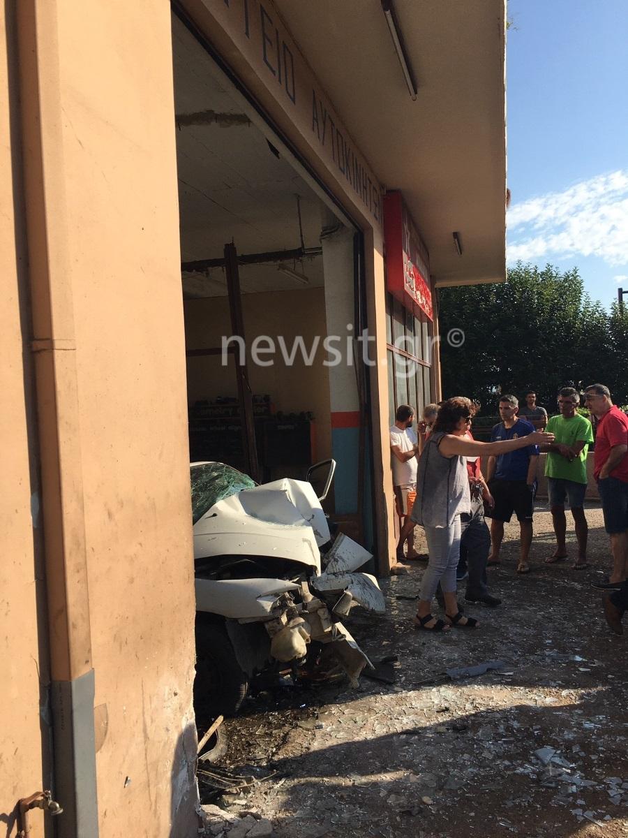 Σοκαριστικές εικόνες από το διαλυμένο αυτοκίνητο στην Πάτρα!