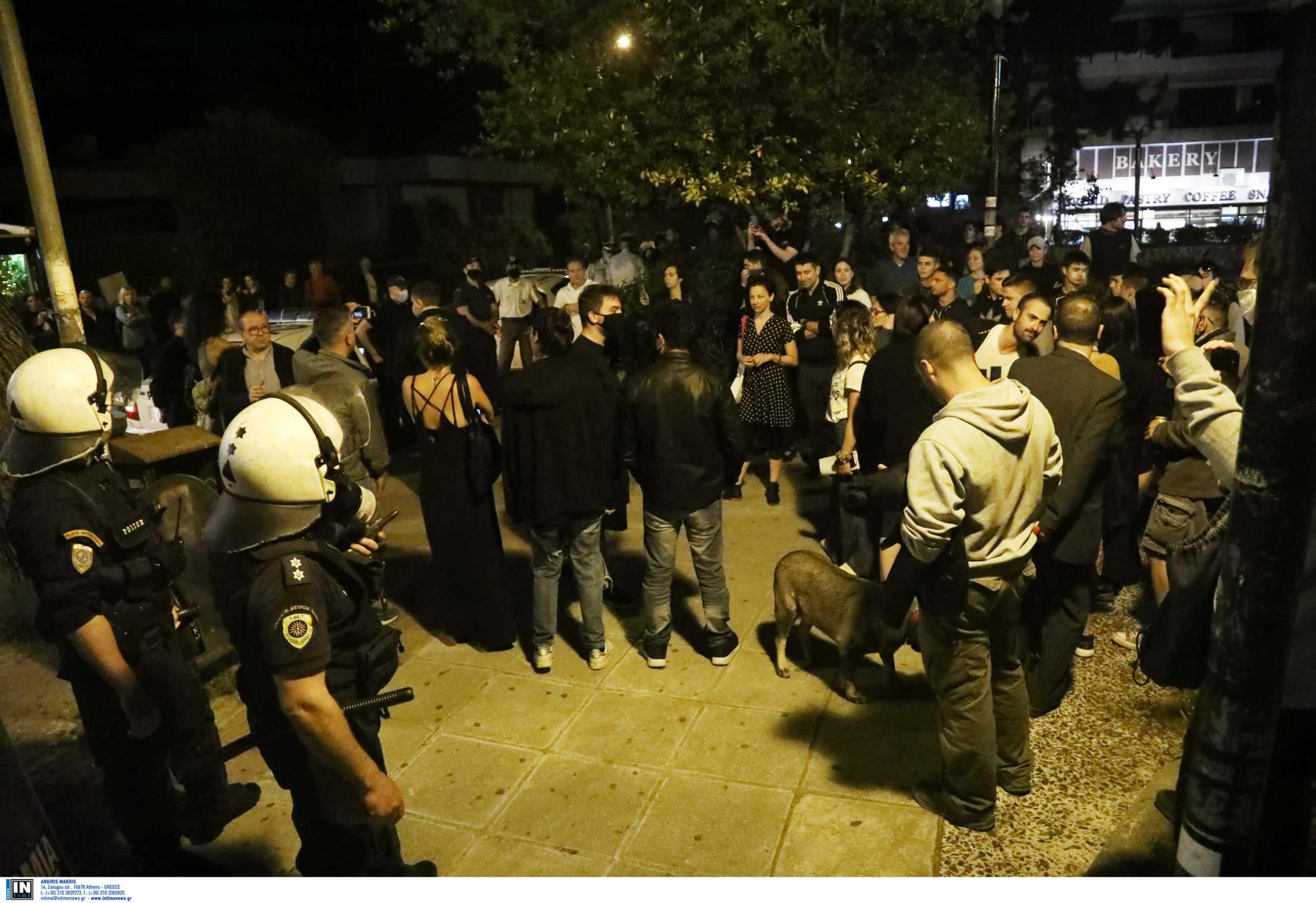 «Τα πάρτι στις πλατείες μπορεί να προκαλέσουν έως 500 κρούσματα σε ένα μήνα»