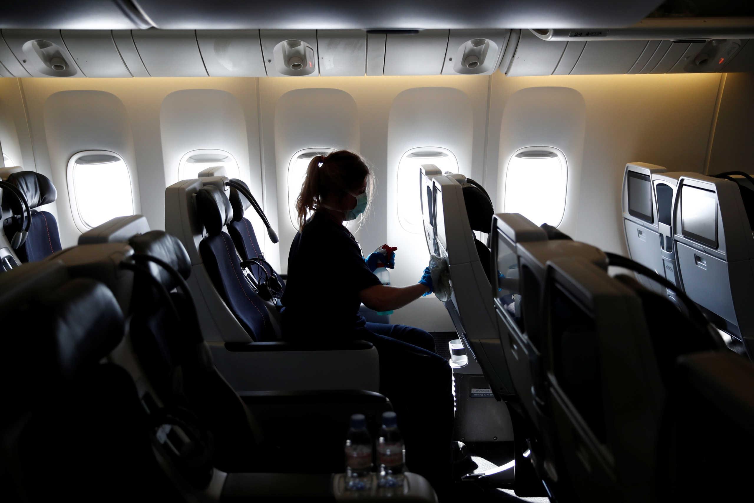 Άνδρας με κορονοϊό, υποδυόμενος την γυναίκα του, κατάφερε να επιβιβαστεί σε αεροπλάνο και να ταξιδέψει