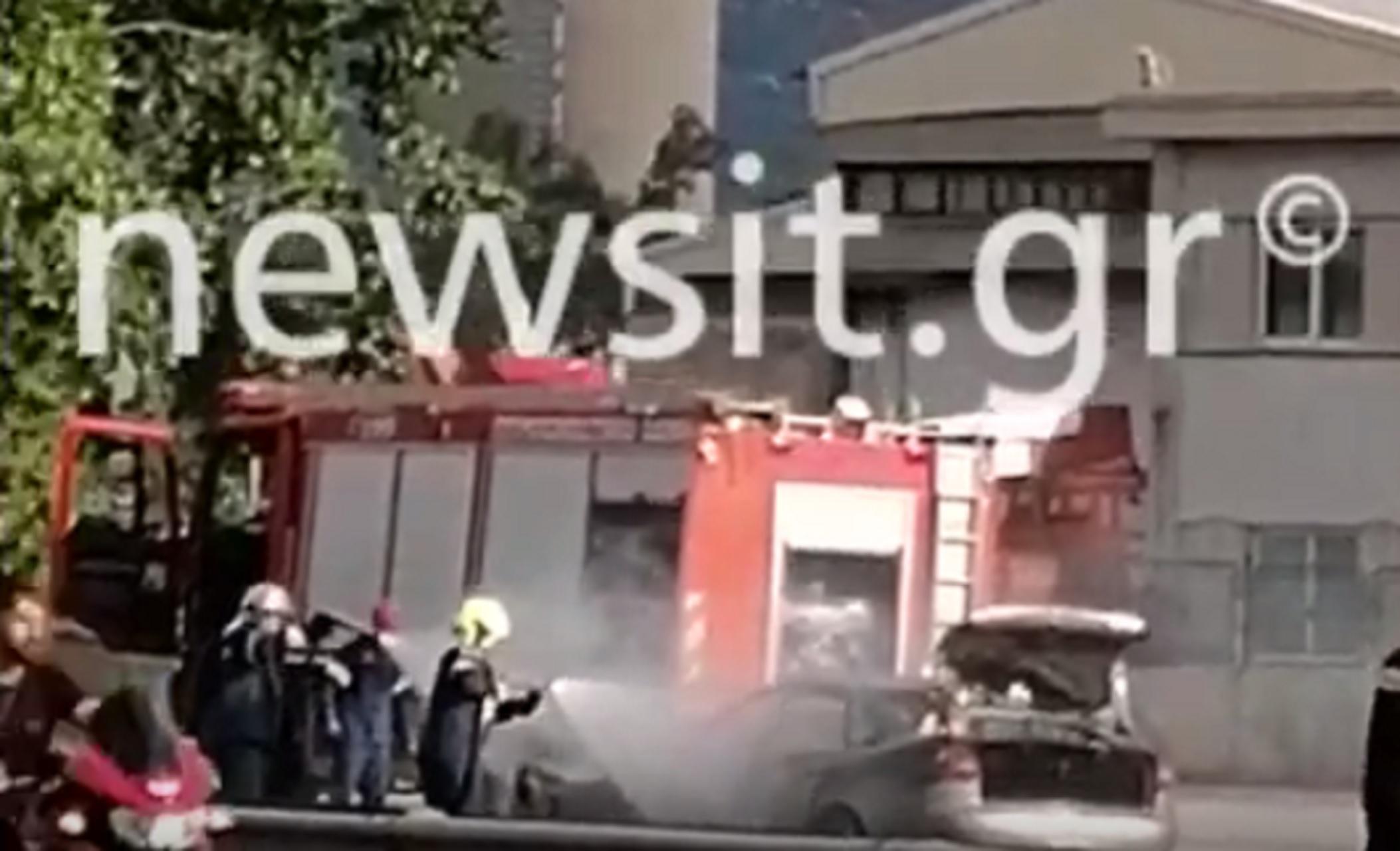 Αυτοκίνητο τυλίχθηκε στις φλόγες στον Ασπρόπυργο (video)