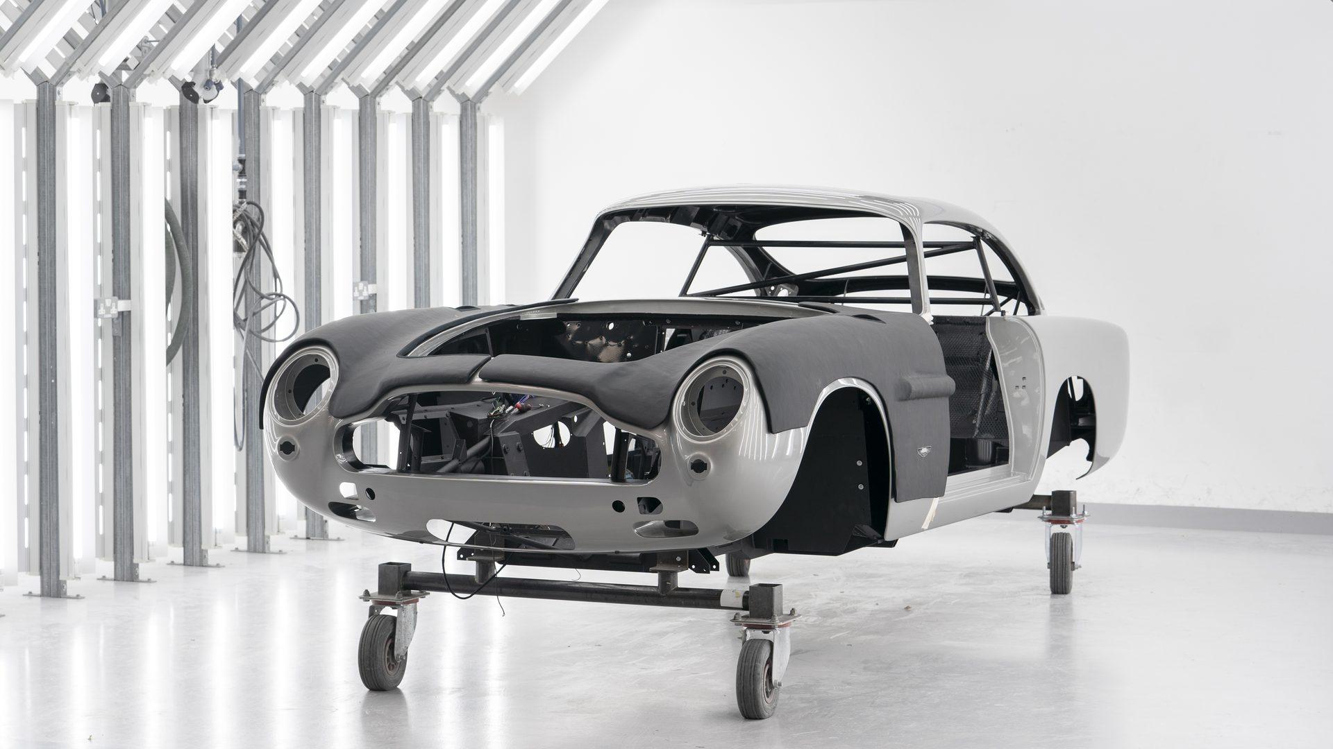 Στην παραγωγή ξανά η Aston Martin DB5 του James Bond