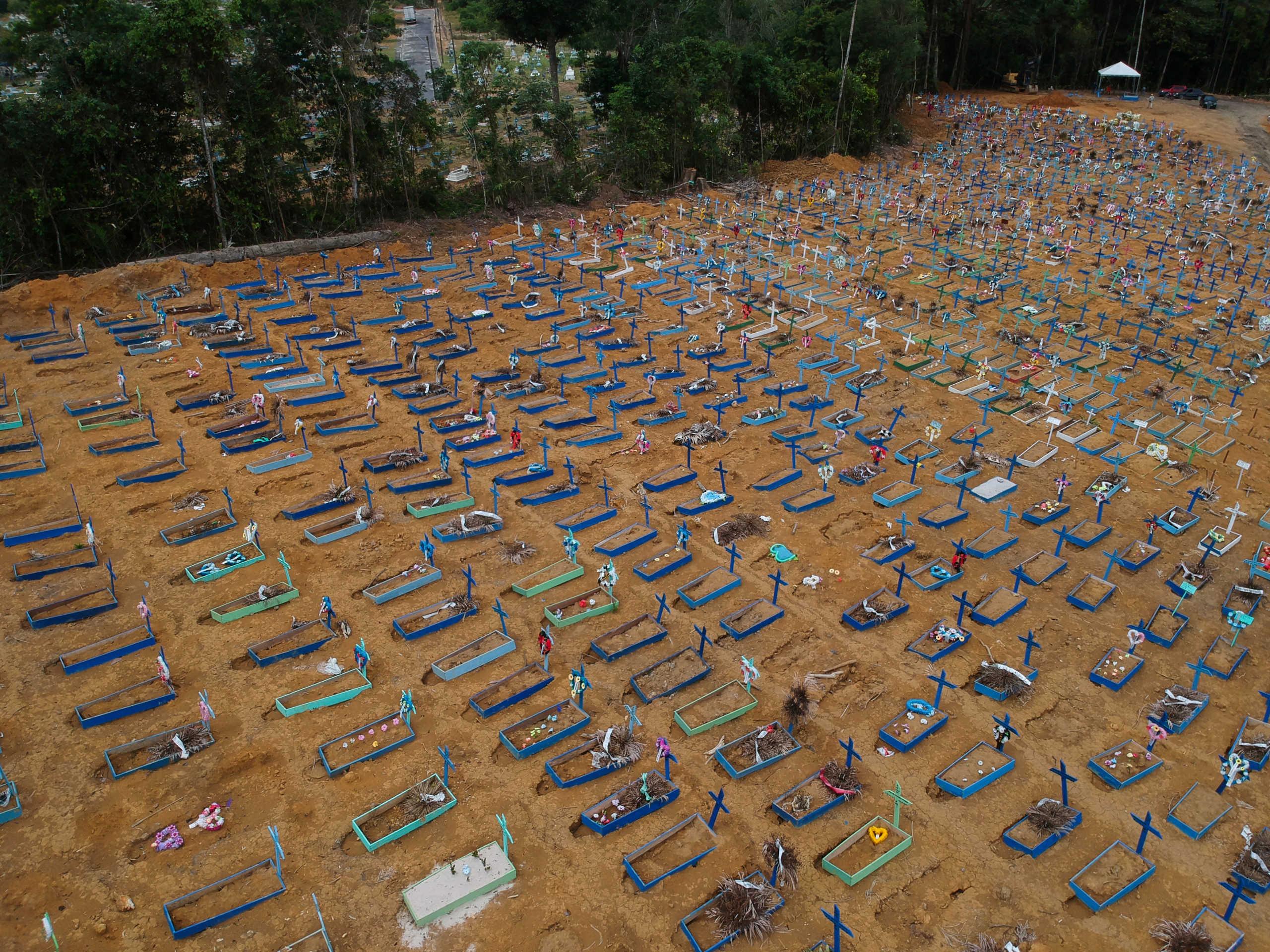 Απέραντο νεκροταφείο η Βραζιλία: Ξεπέρασαν τους 25.000 οι νεκροί από τον κορονοϊό